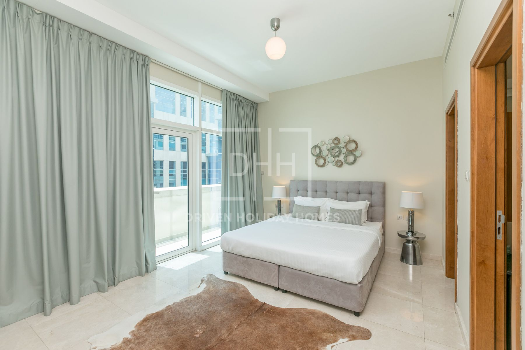 Spacious Studio Bay Square Near Dubai Mall