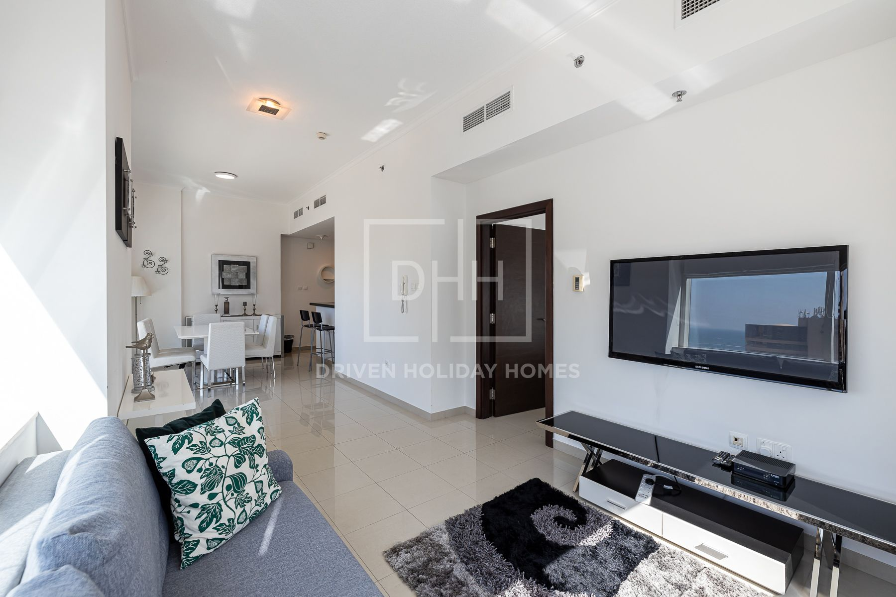 Bright and Spotless Home, Partial Sea