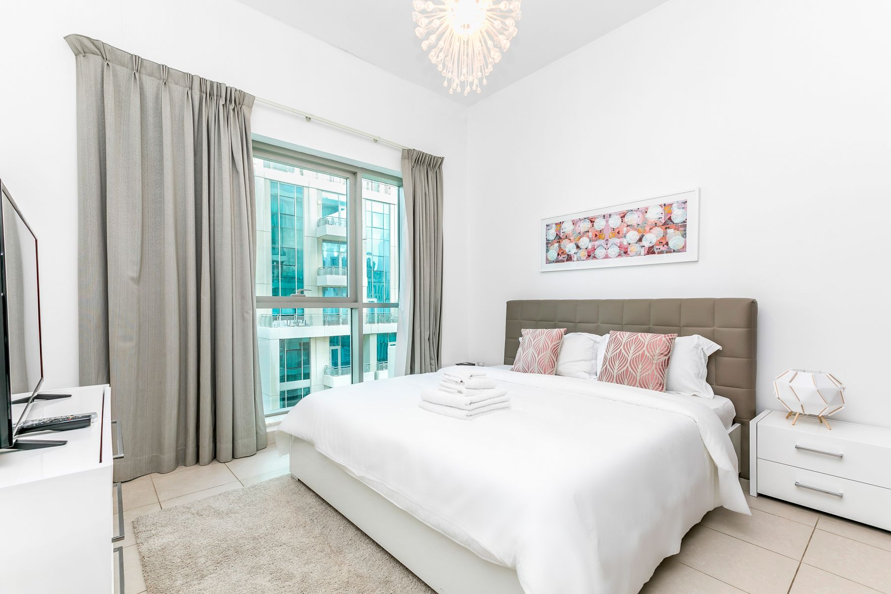 Calm and Chic Studio Apt in Blvd Central Tower 2, Downtown