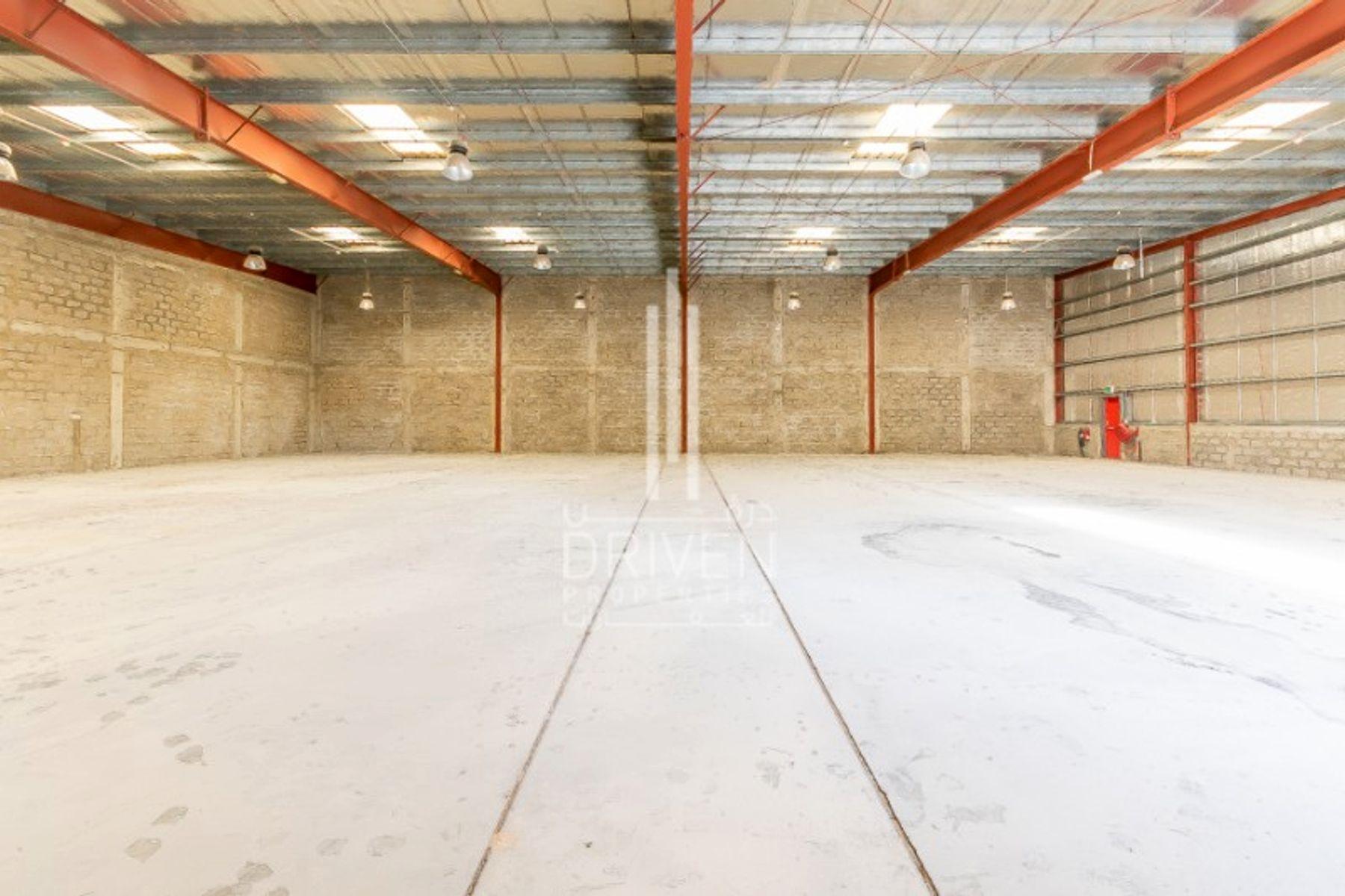 8,400 قدم مربع  مستودع - للايجار - مجمع دبي للإستثمار