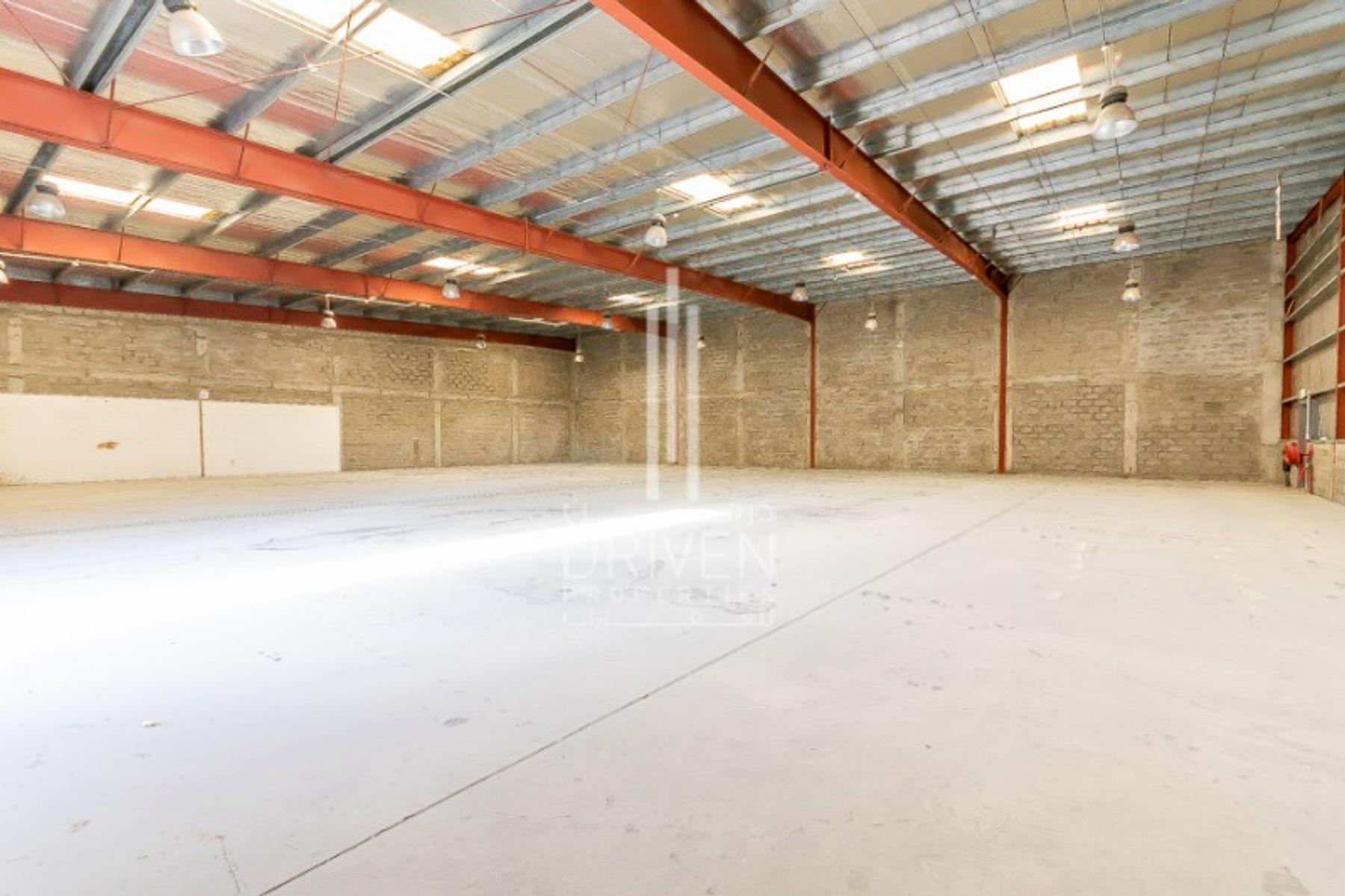9,400 قدم مربع  مستودع - للايجار - مجمع دبي للإستثمار
