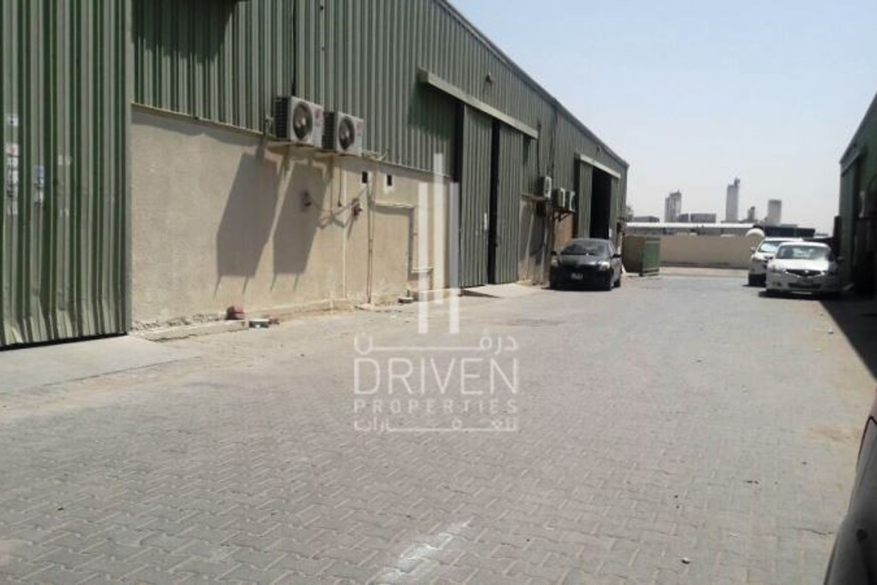 Semi fitted warehouse in Al Quoz for rent in 4 cheques