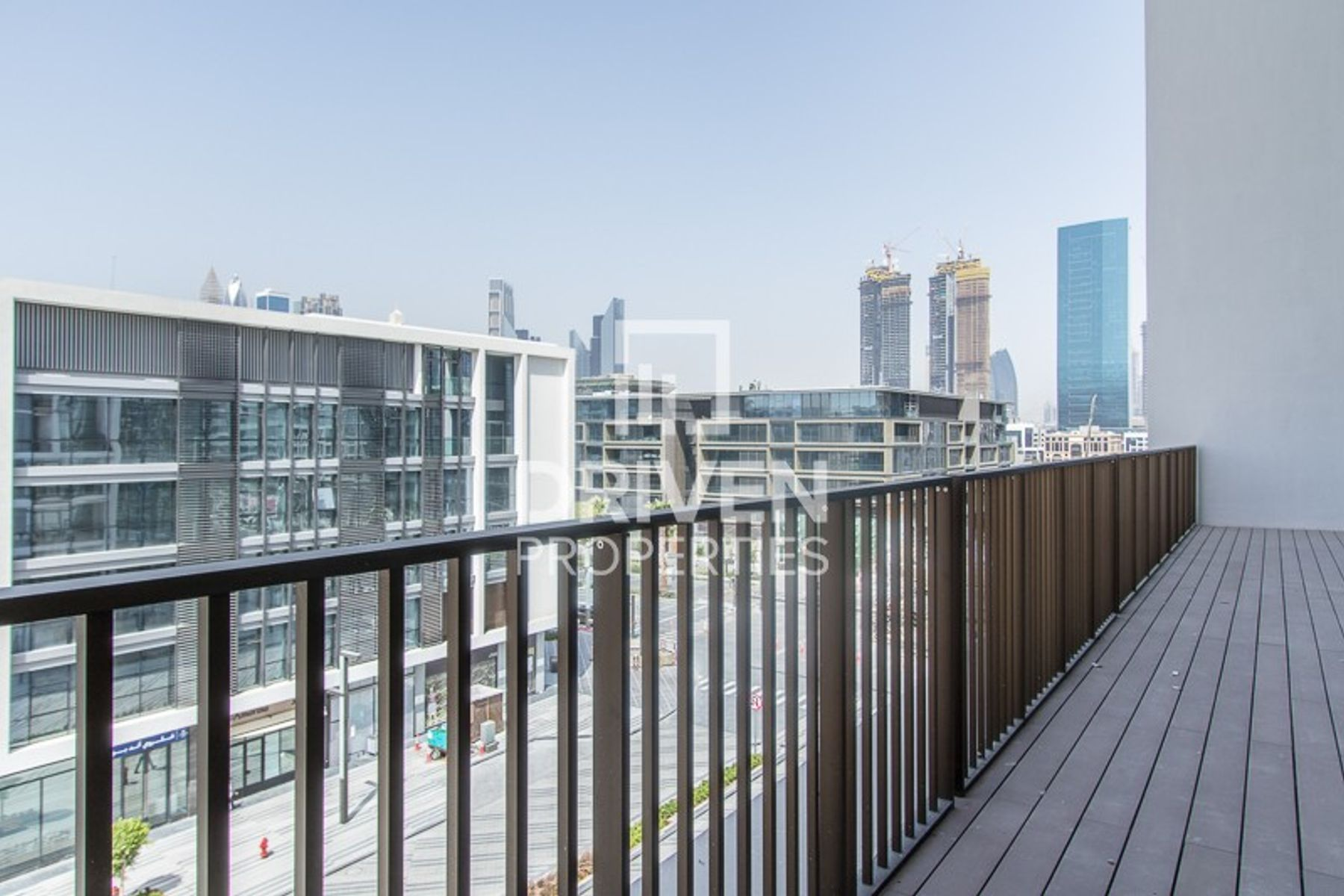 Magnificent 2 Bed Unit with Street Views