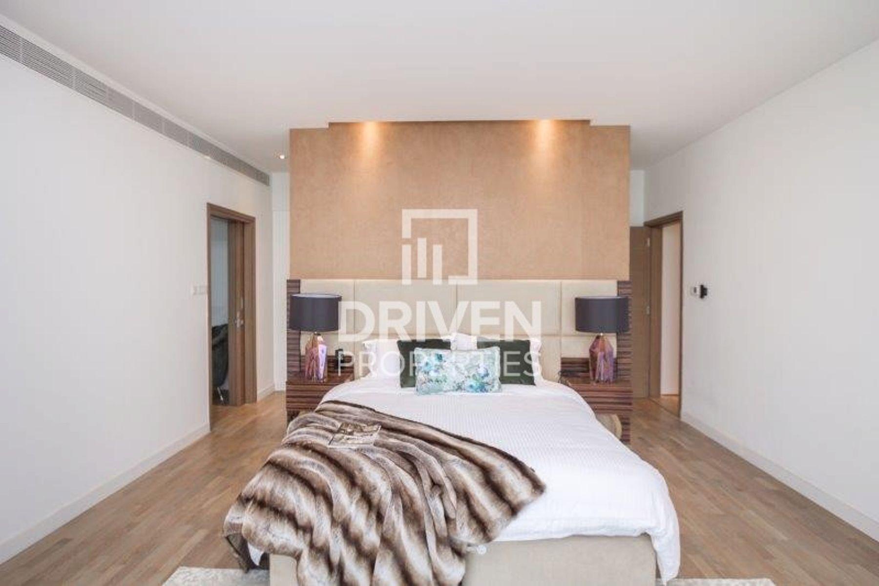 Huge Corner 4 Bed Simplex|Boulevard View
