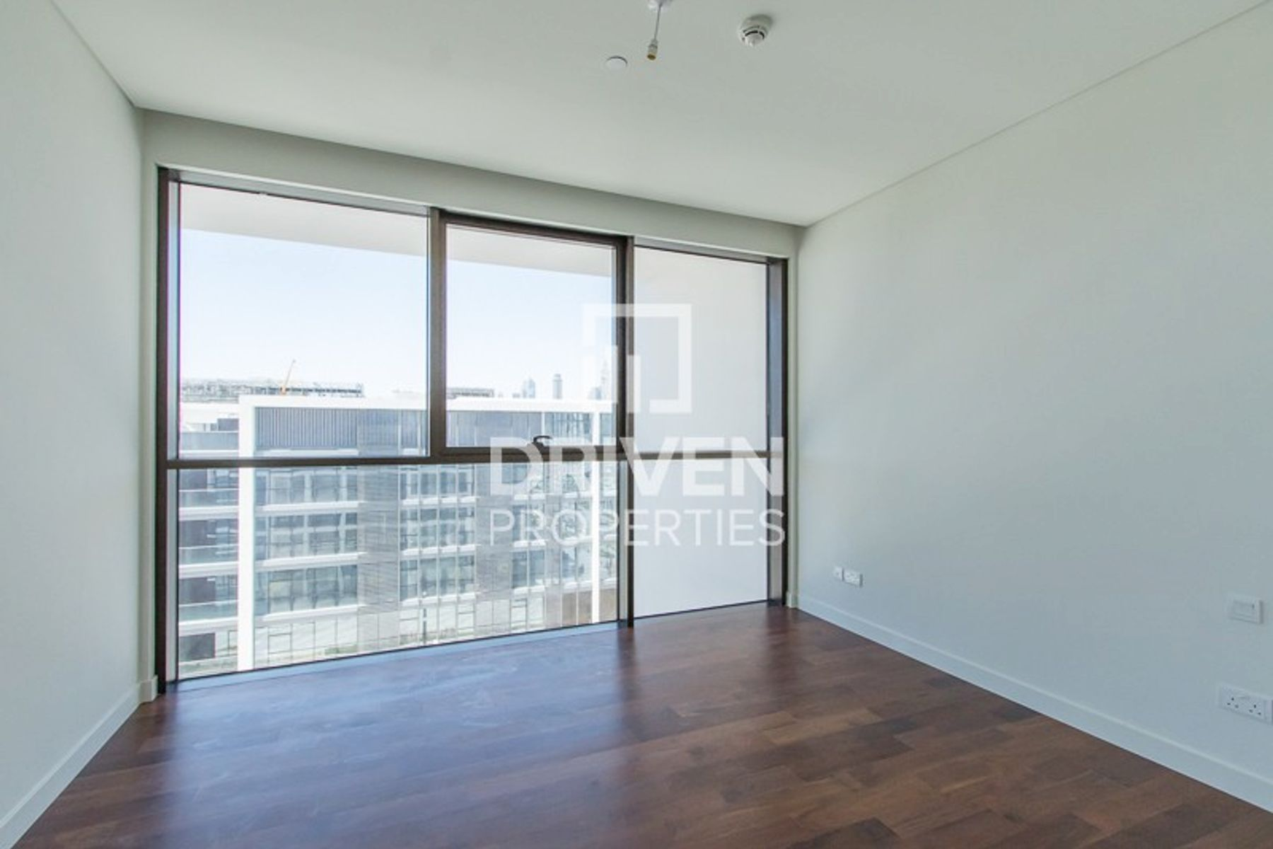High Floor | Boulevard and Skyline Views
