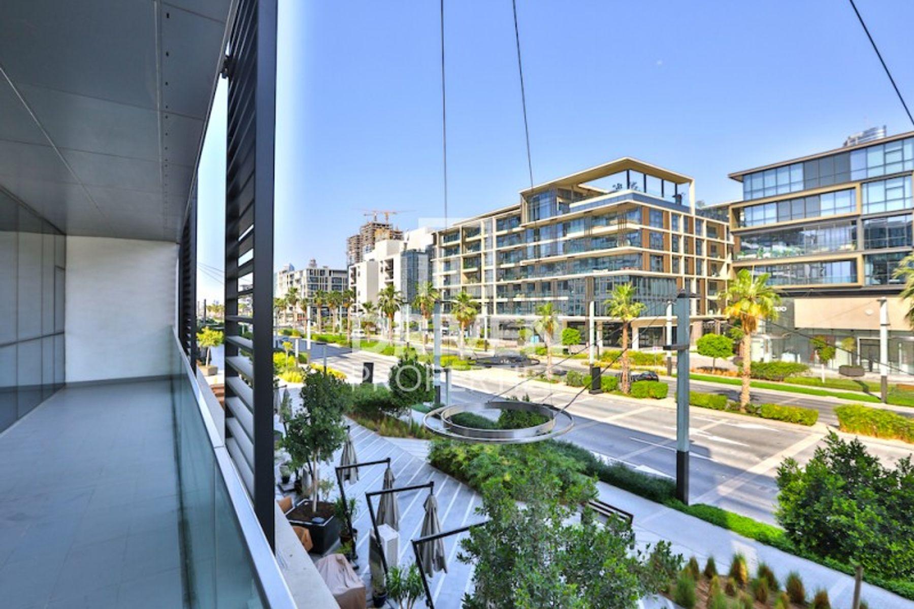 Modern Layout and Corner   Amazing Views