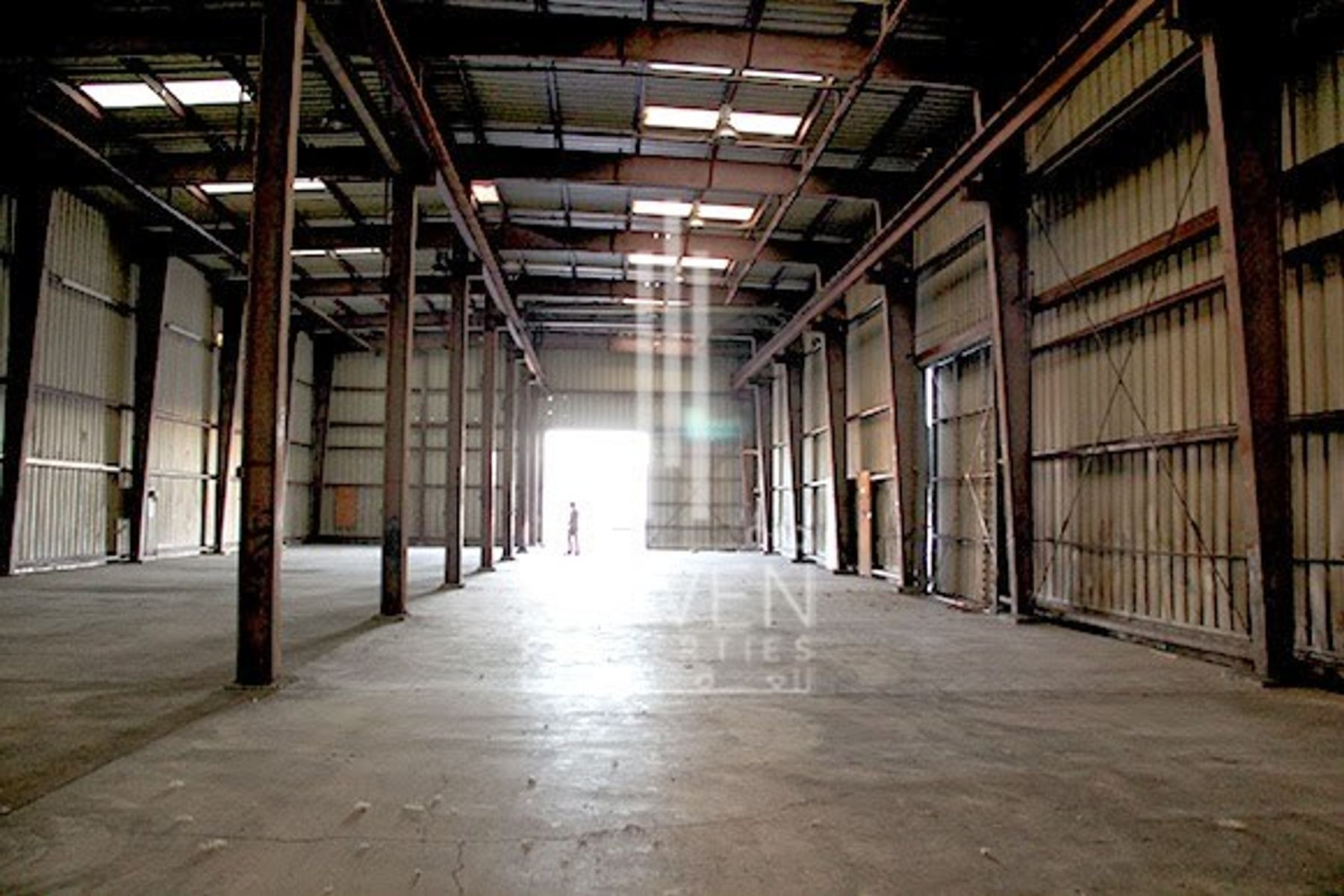 For Rent Semi Fitted Warehouse in Jafza.