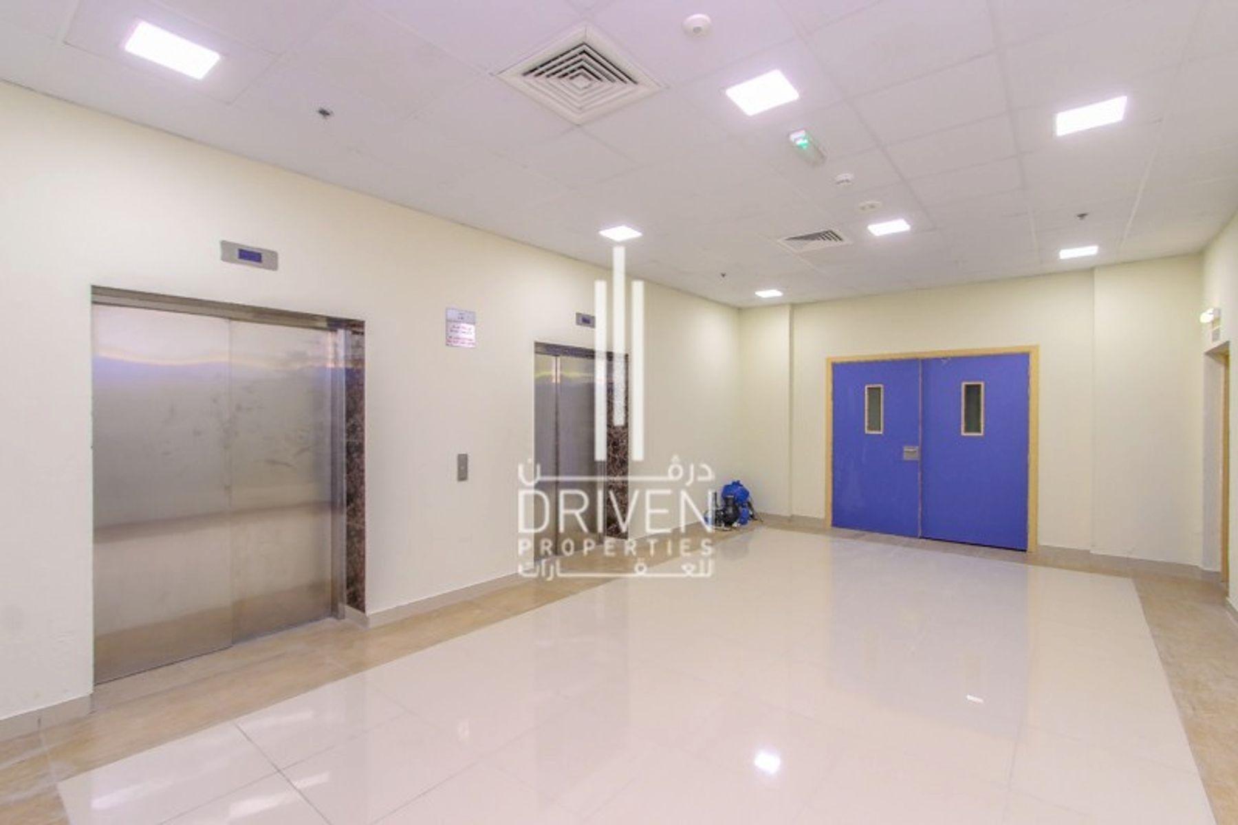للبيع - مبنى تجاري كامل -  - مدينة دبي الرياضية