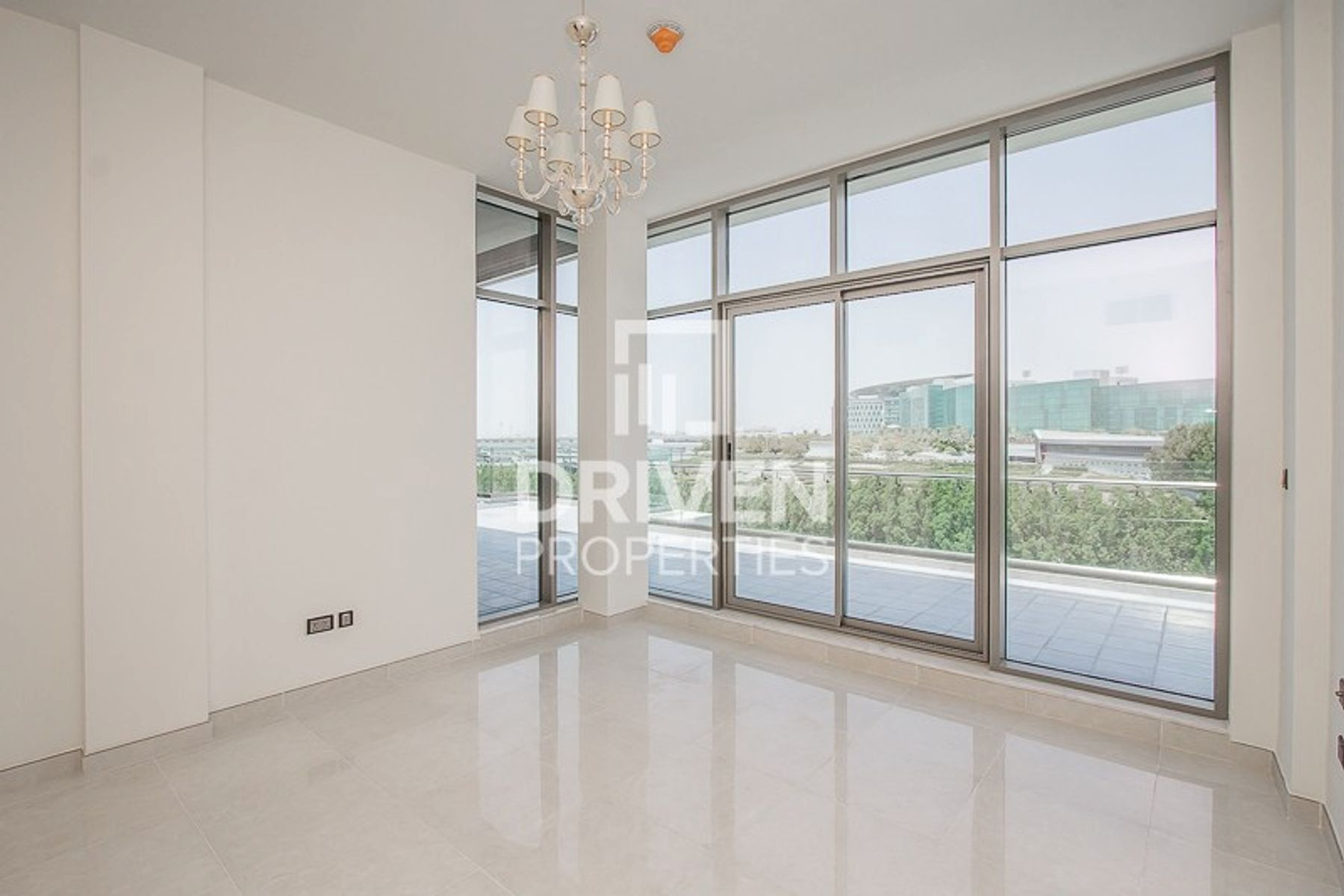 Lovely 2 Bed Apt with Meydan Hotel Views