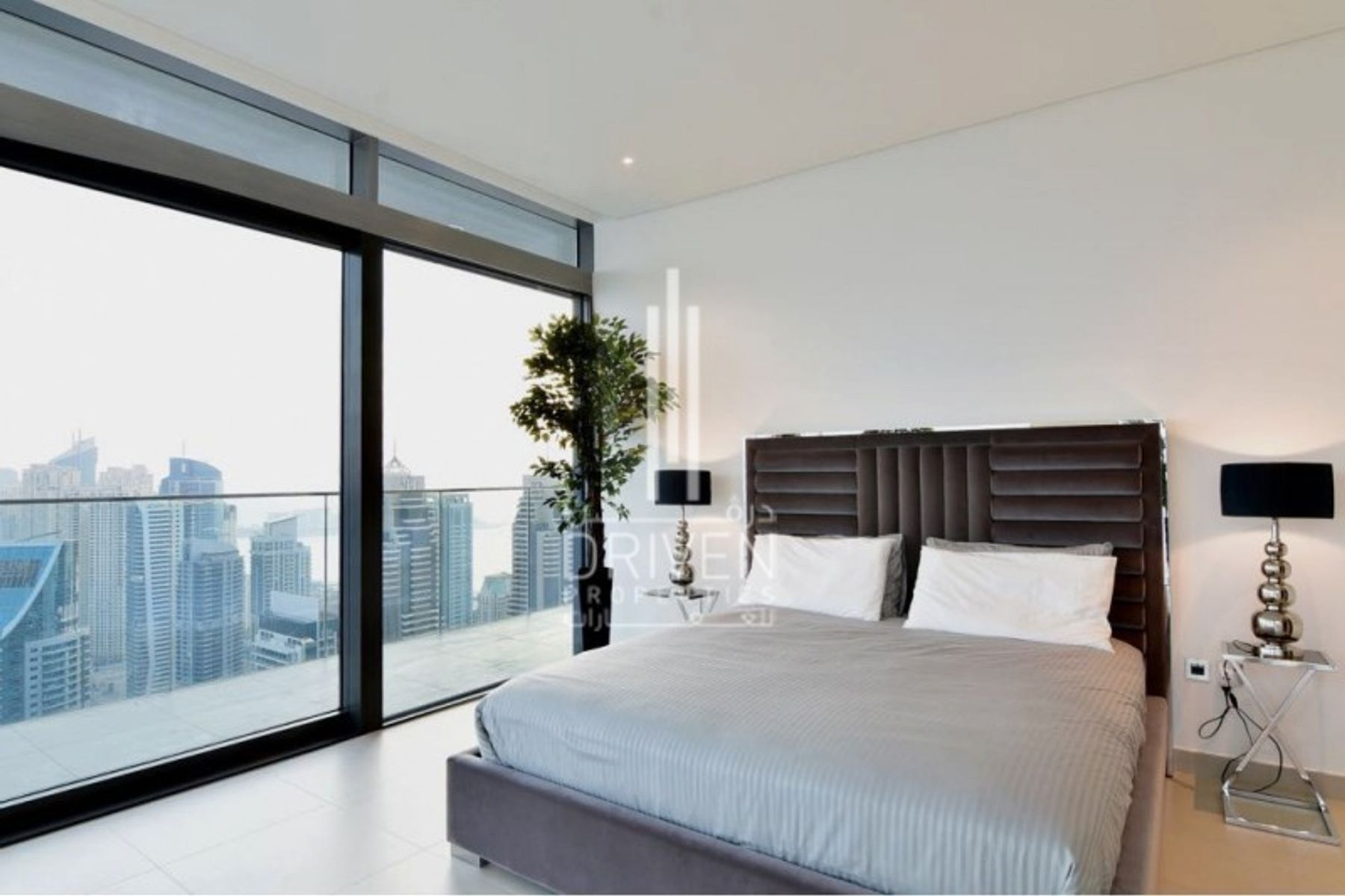 Lavish 4 Bed Penthouse with Marina Views