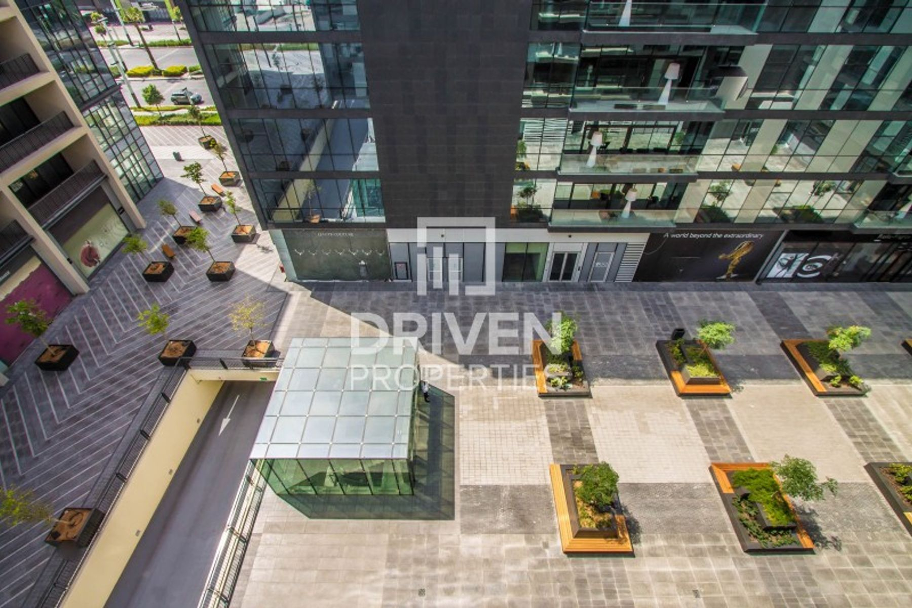 Modern and Fully Furnished on High Floor