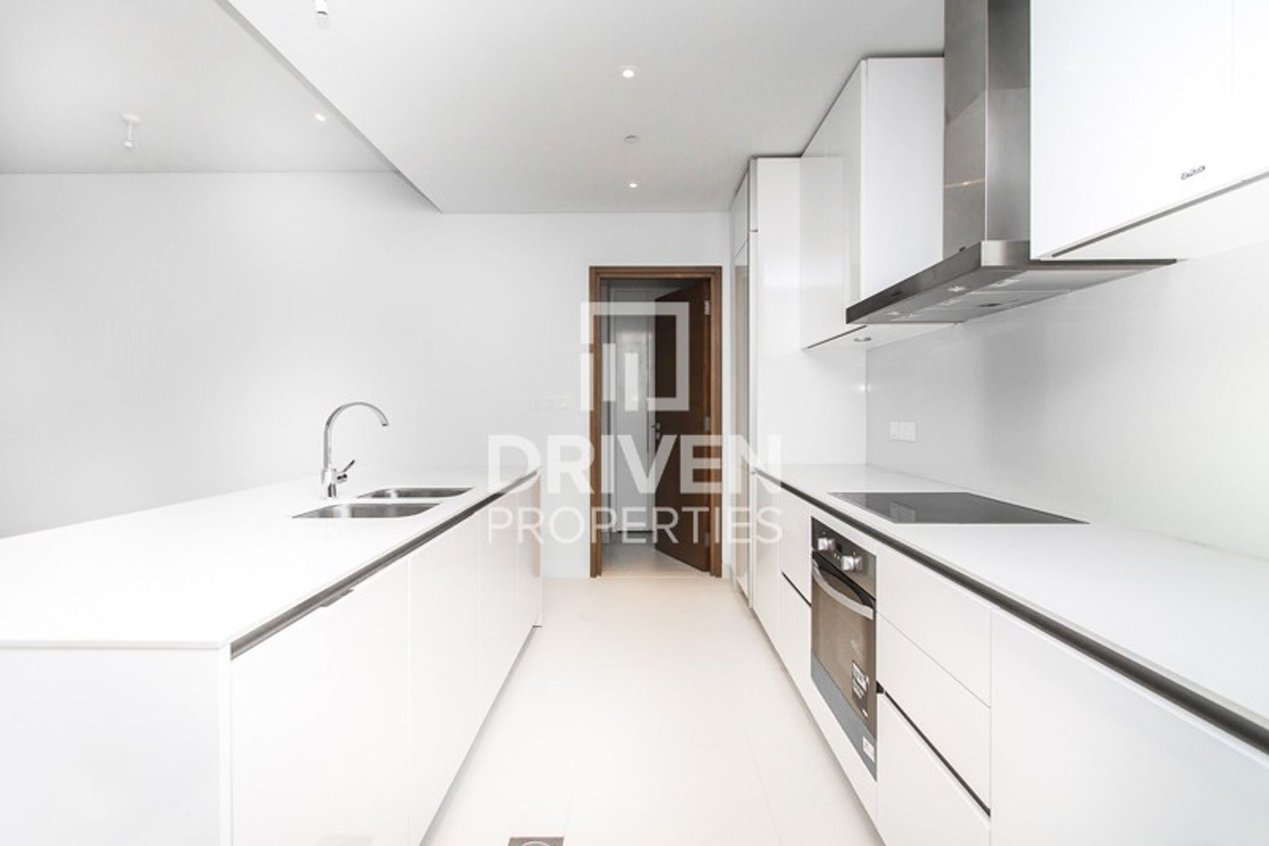 Modern Pool View  Open Fully Fitted Kitchen