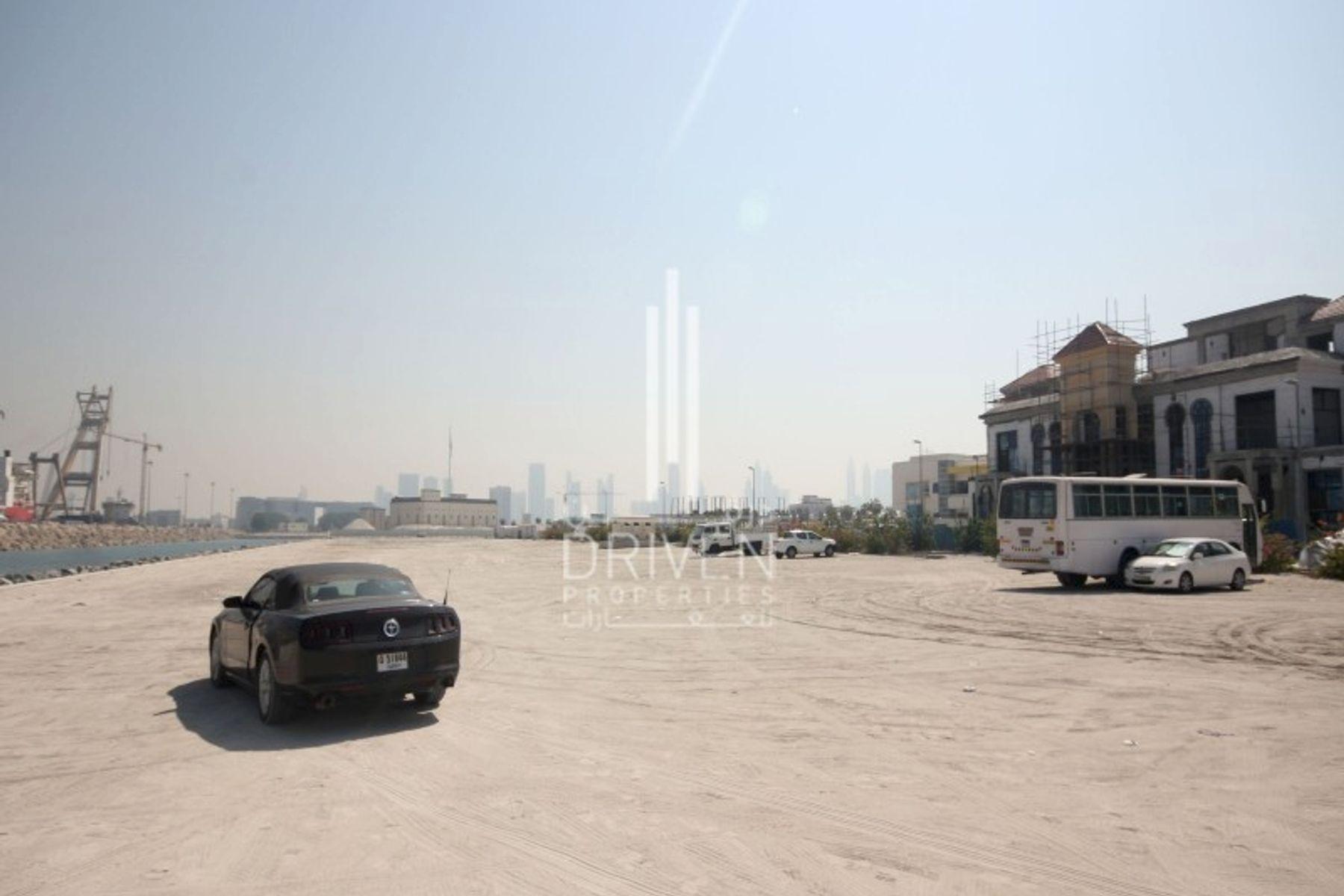 للبيع - أرض تجارية - نيكي بيتش ريزورت آند سبا دبي - الجميرا