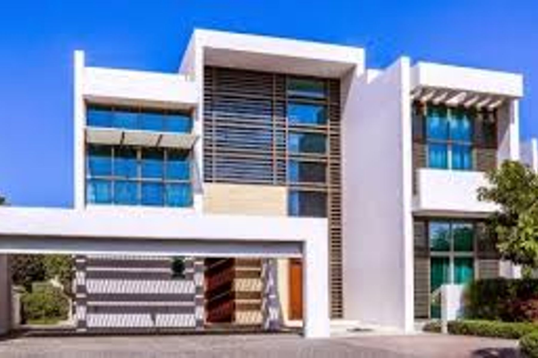 OWN AN ASTONISHING 5 BEDS VILLA MBR CITY