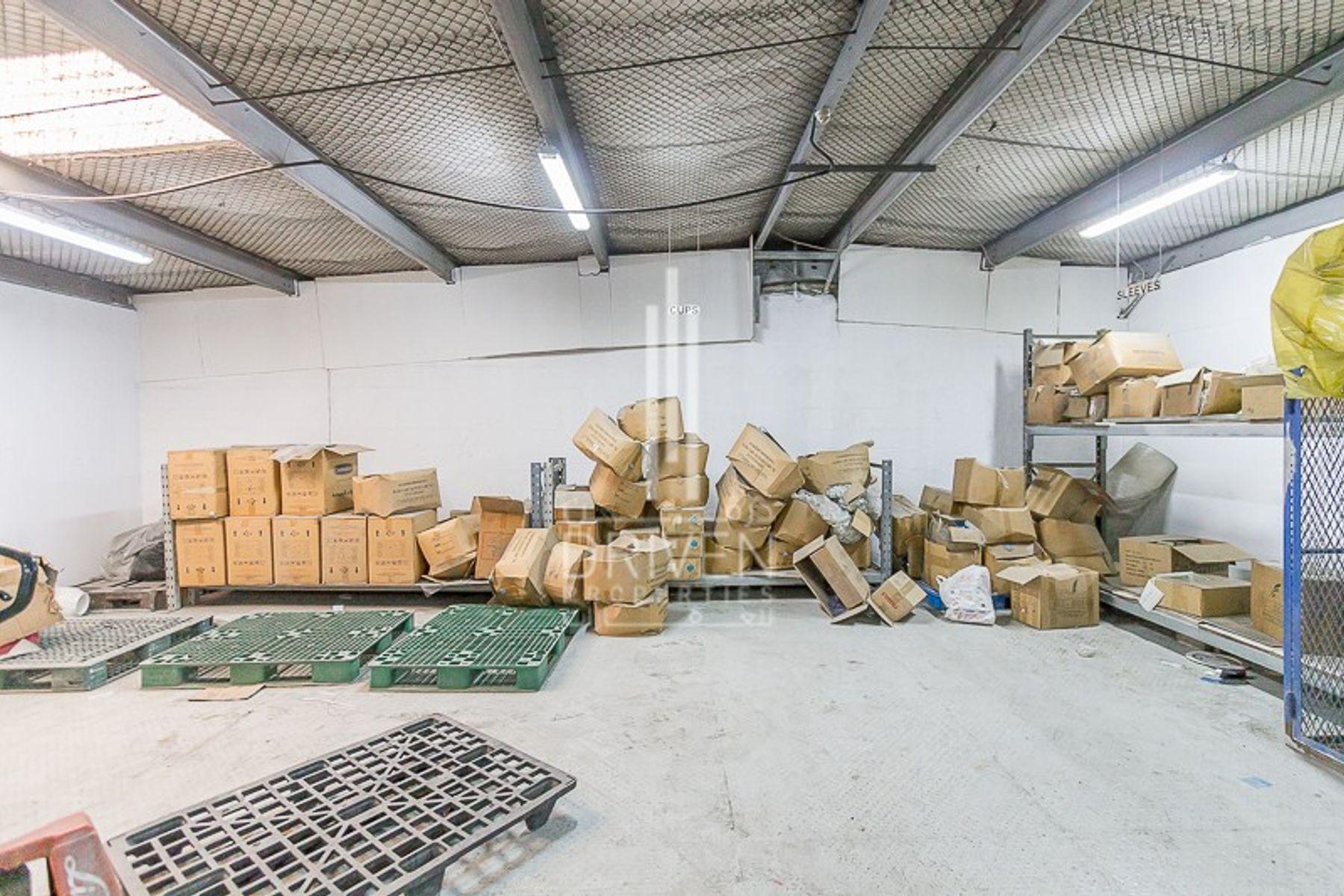 للبيع - مستودع - القوز الصناعية 1 - القوز