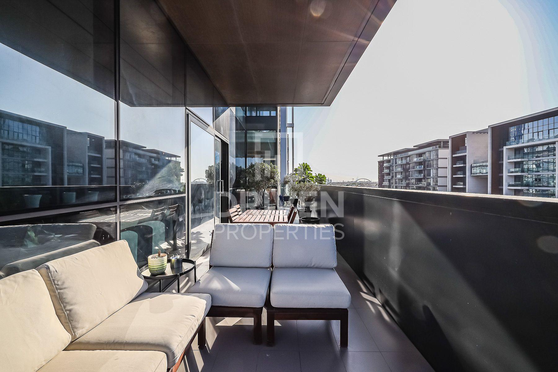 Corner and Spacious Apt | Boulevard View