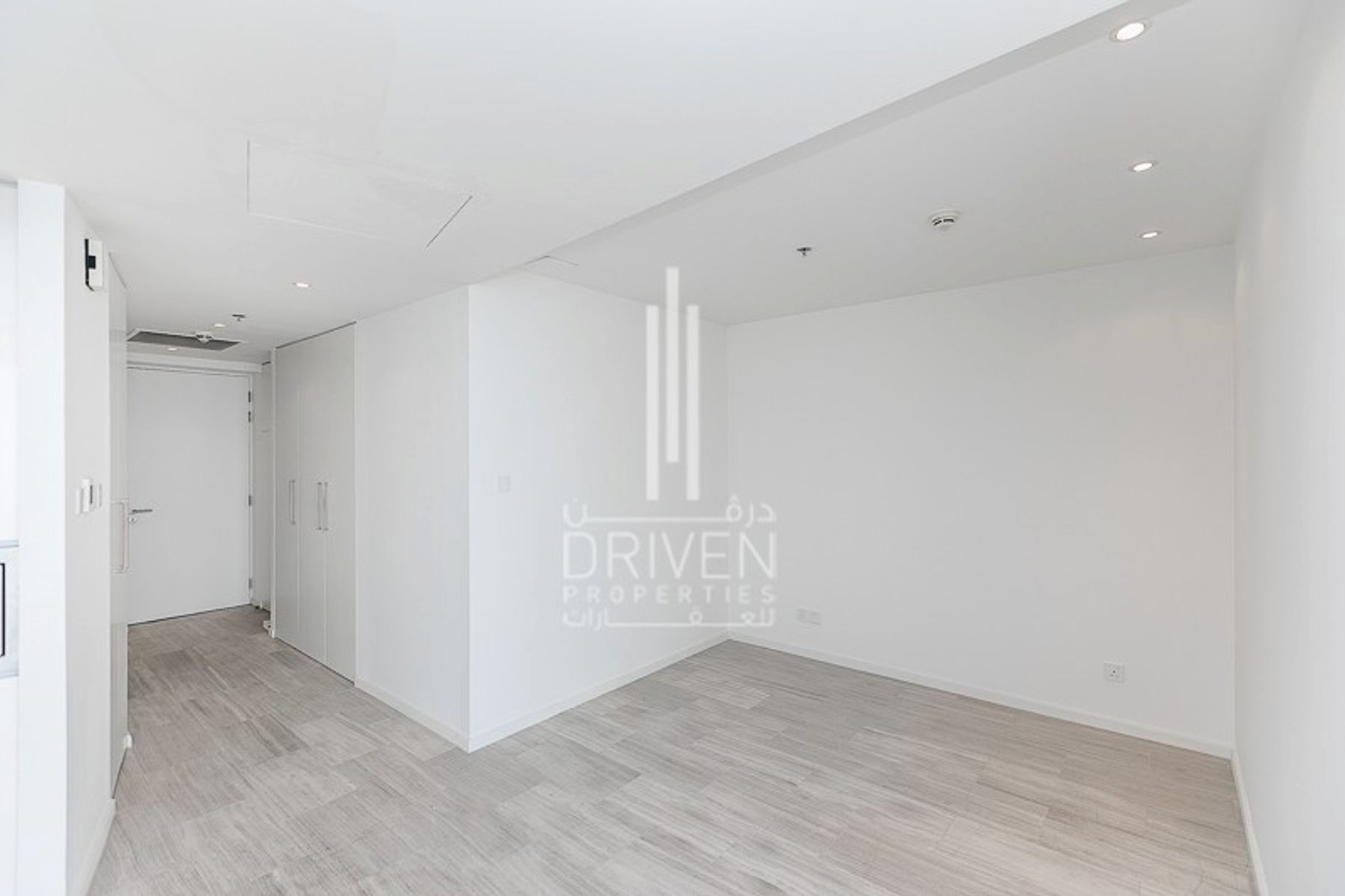 High Floor Vacant Studio With Canal View
