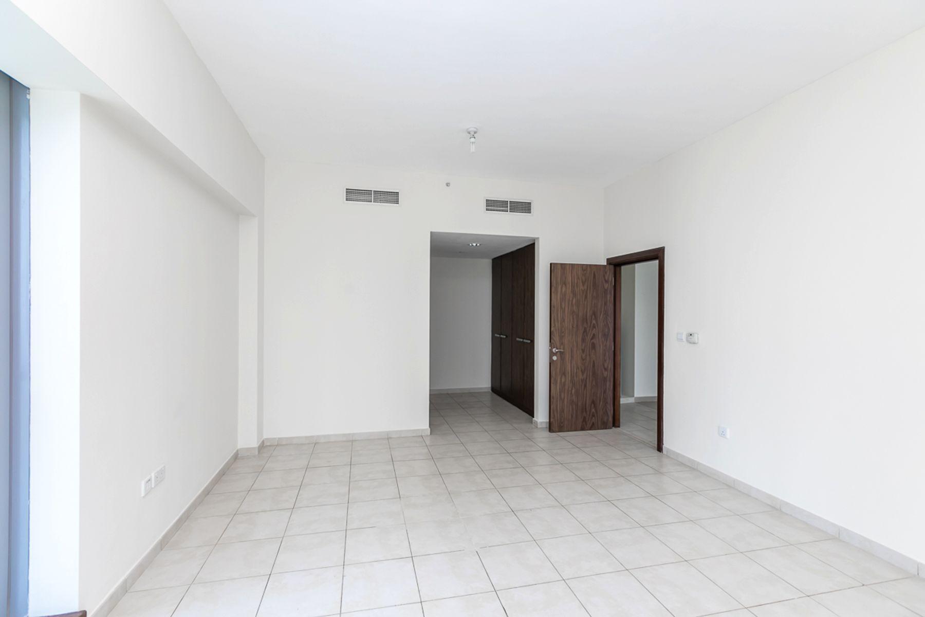 للبيع - شقة - L برج - الخليج التجاري