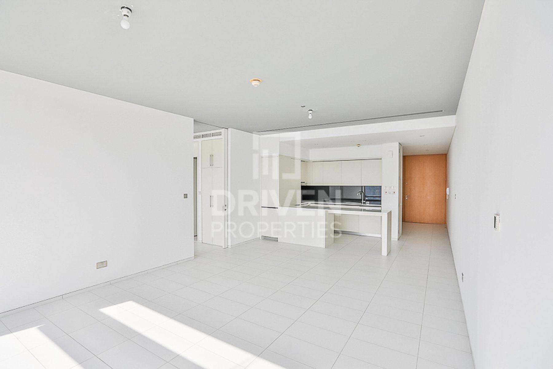 Lovely 1 Bed Apartment w/ Full Burj View