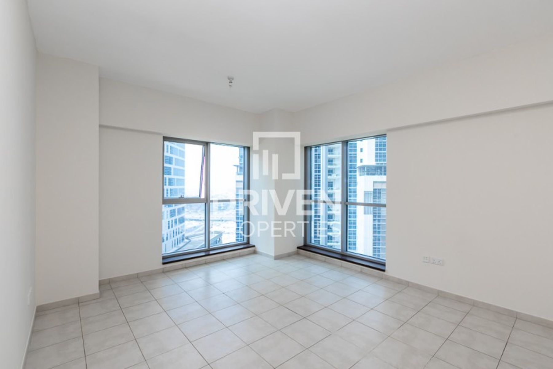 SPACIOUS LAYOUT APARTMENT-PRIME LOCATION