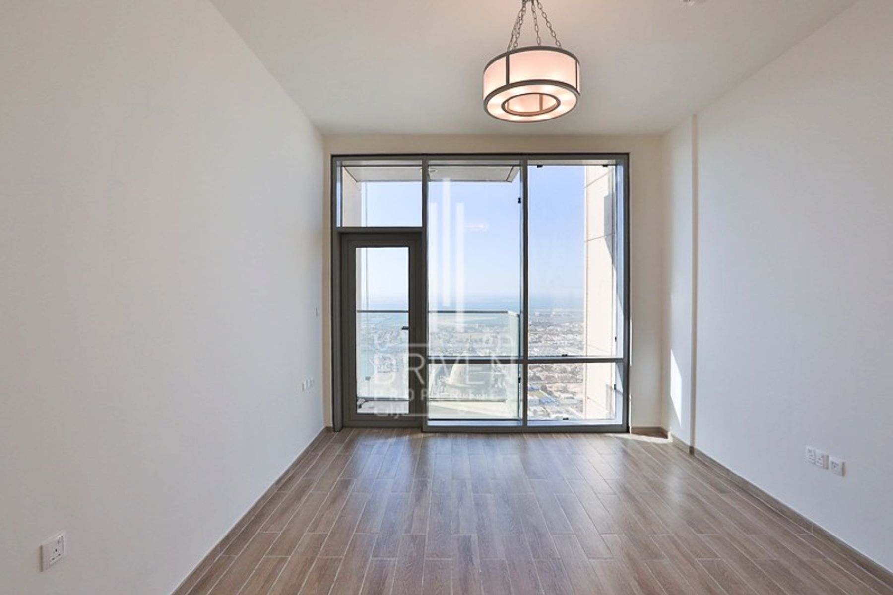 Bright 3 Bedroom Apt in High Floor Level