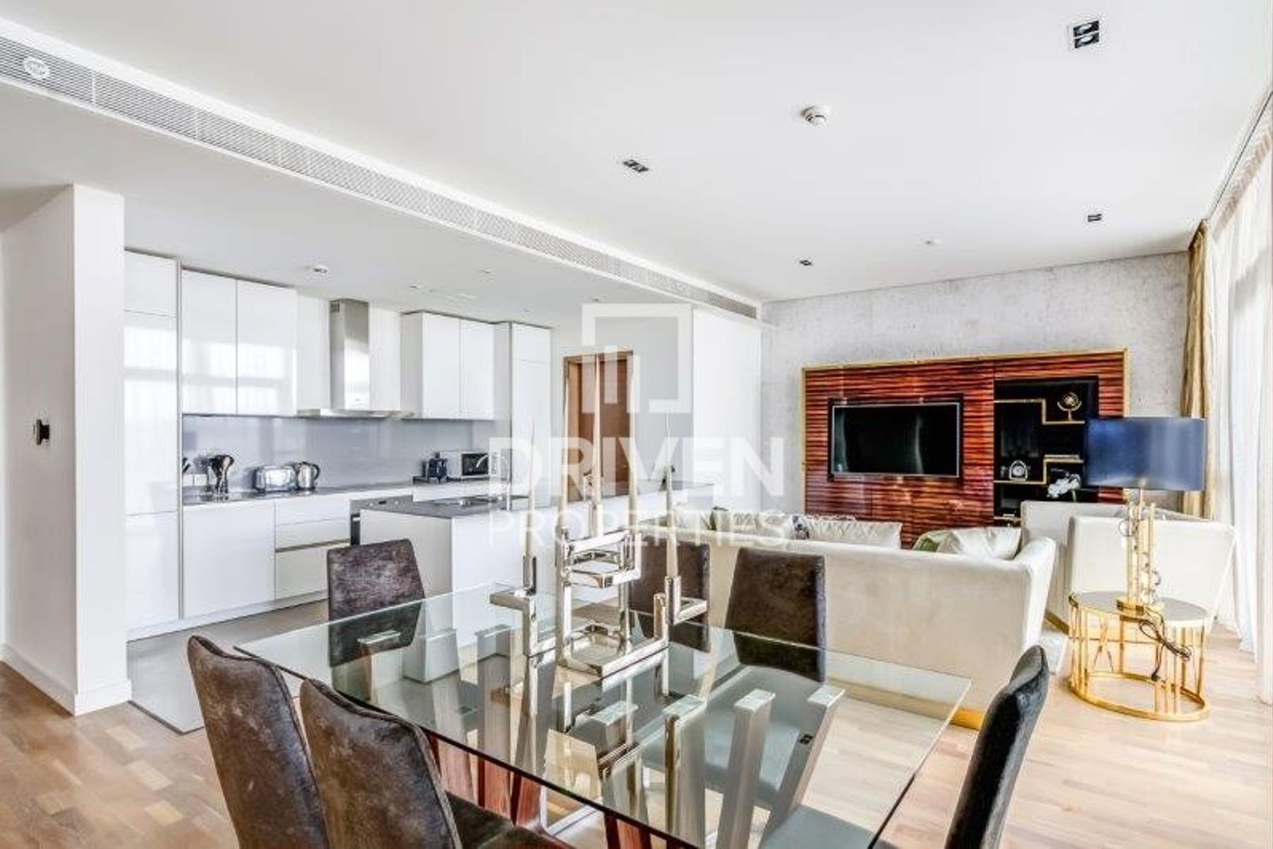 Bright and High Floor Apt | Boulevard View