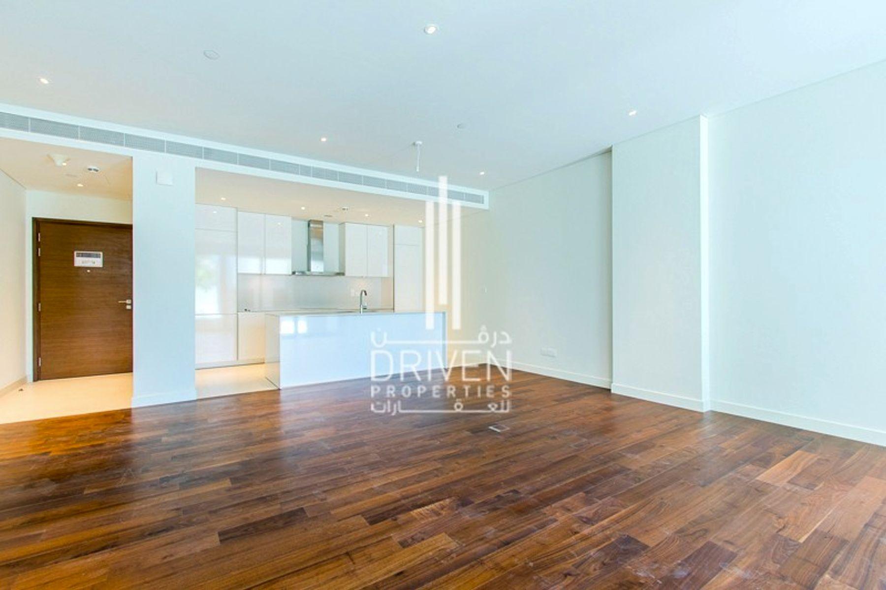 Beautiful and Sunny Apartment Podium Level