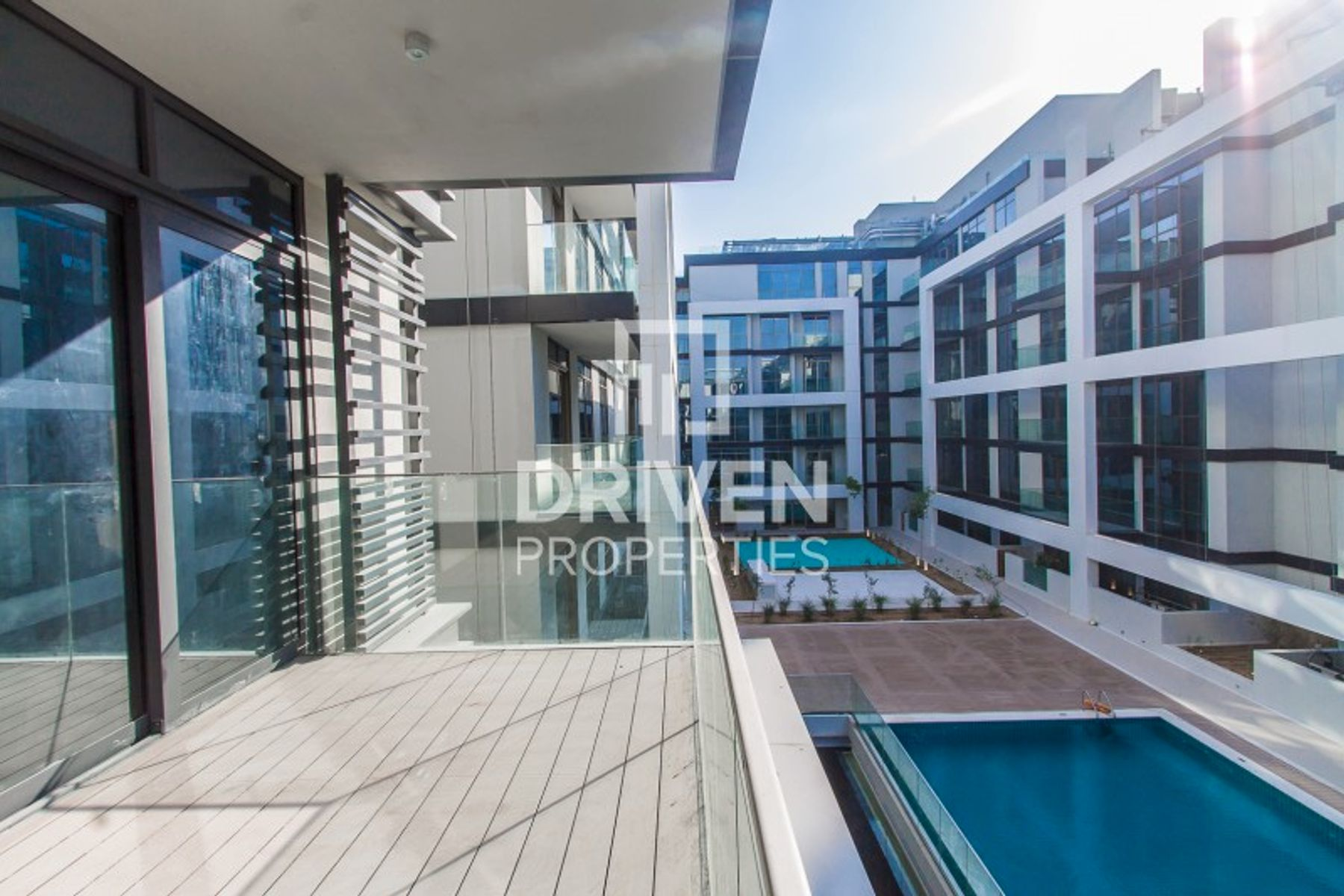 Large 1 Bedroom Apartment with Pool View