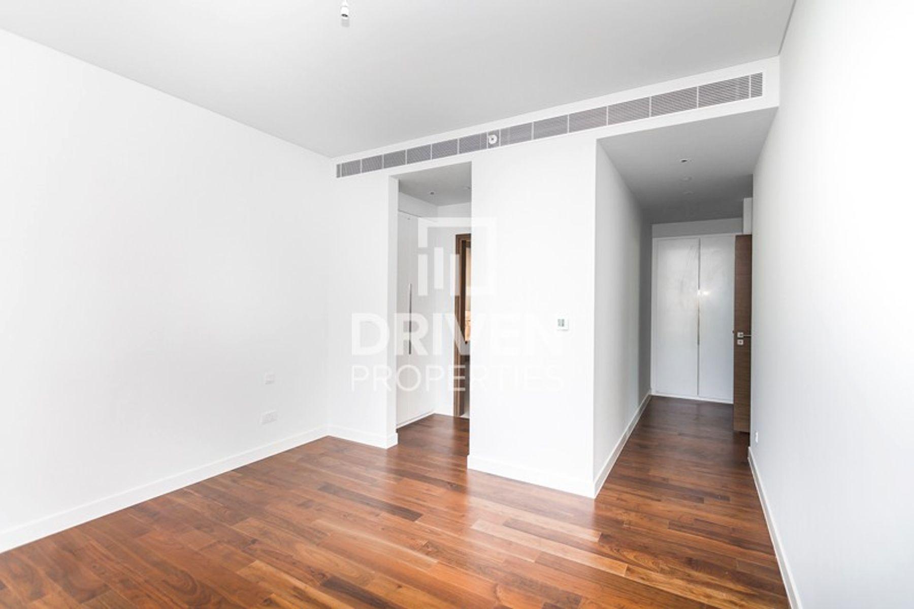 Largest 2 Bed Corner unit | Amazing View