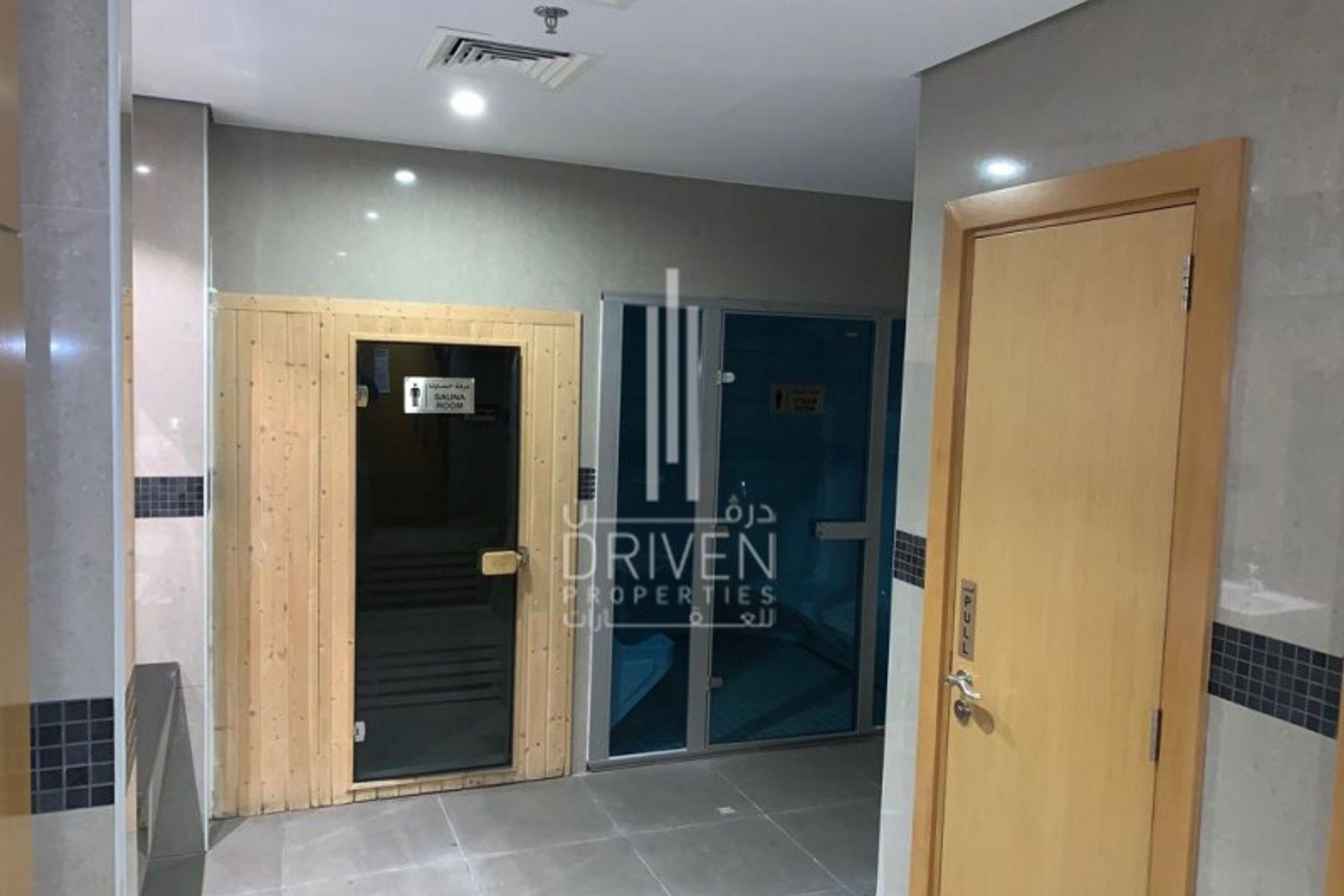 Studio for Rent in Lincoln Park, Arjan