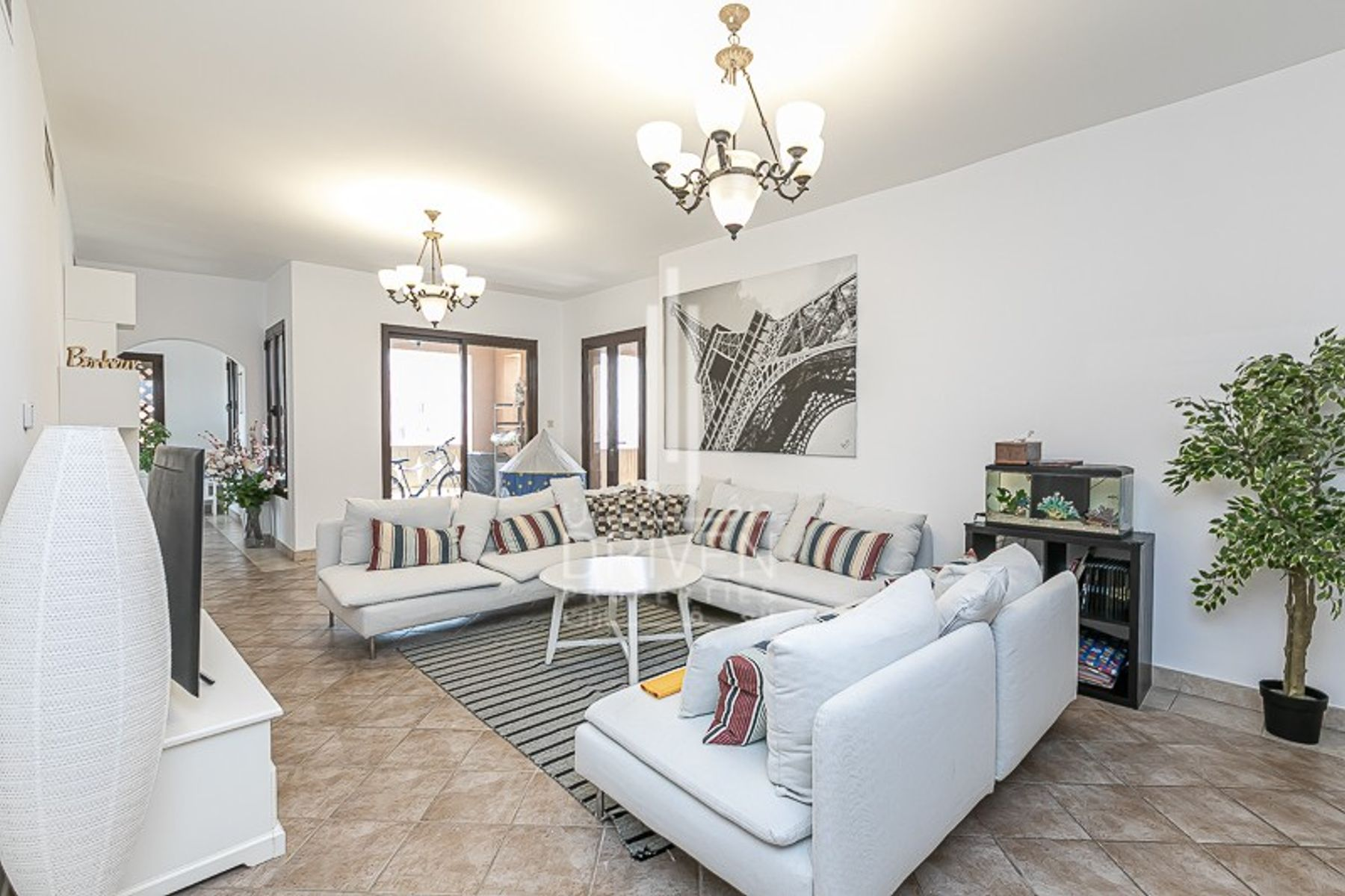 Large 2 bedrooms apartment for sale