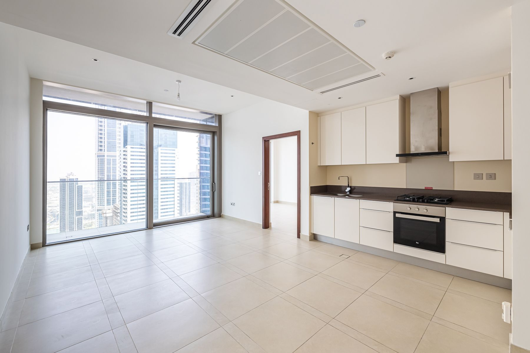 Well-kept and Luxurious Apt | Marina View