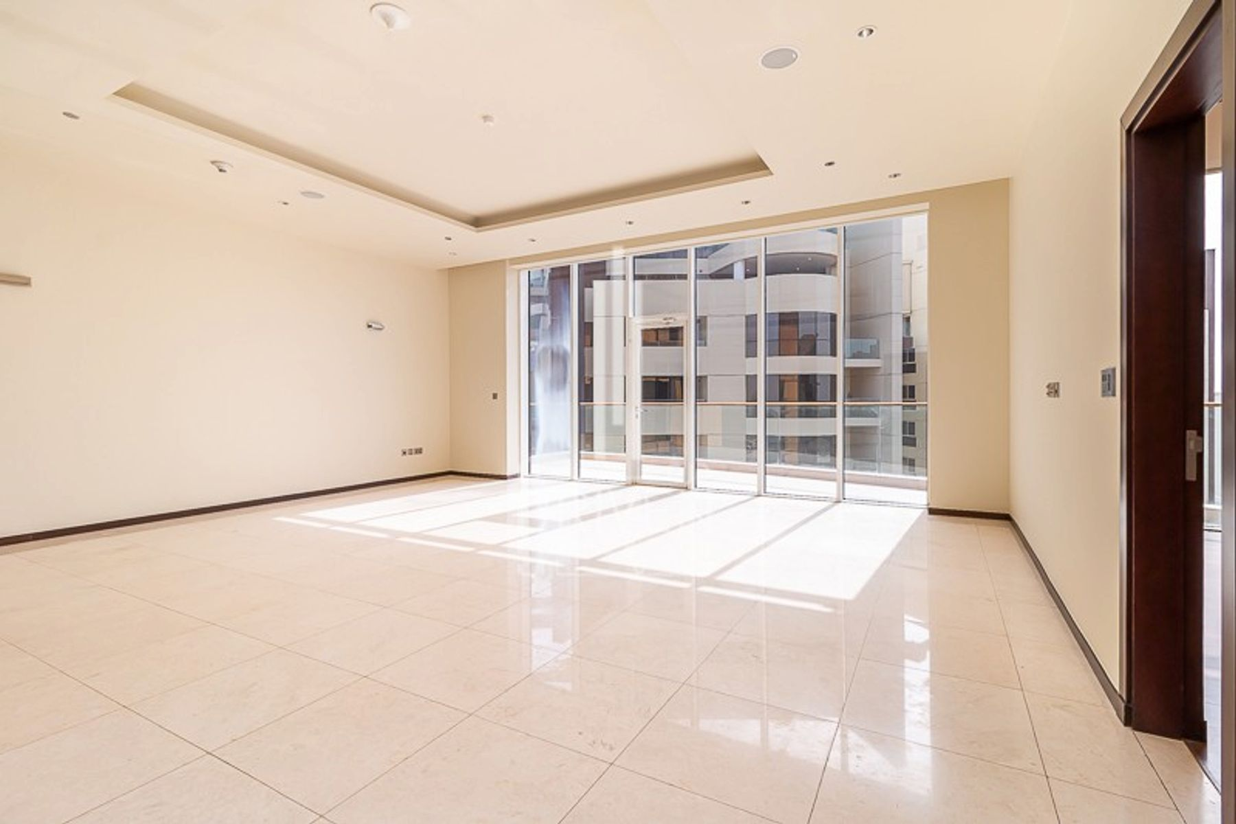 Vacant 3 Bedroom Apartment with Sea View