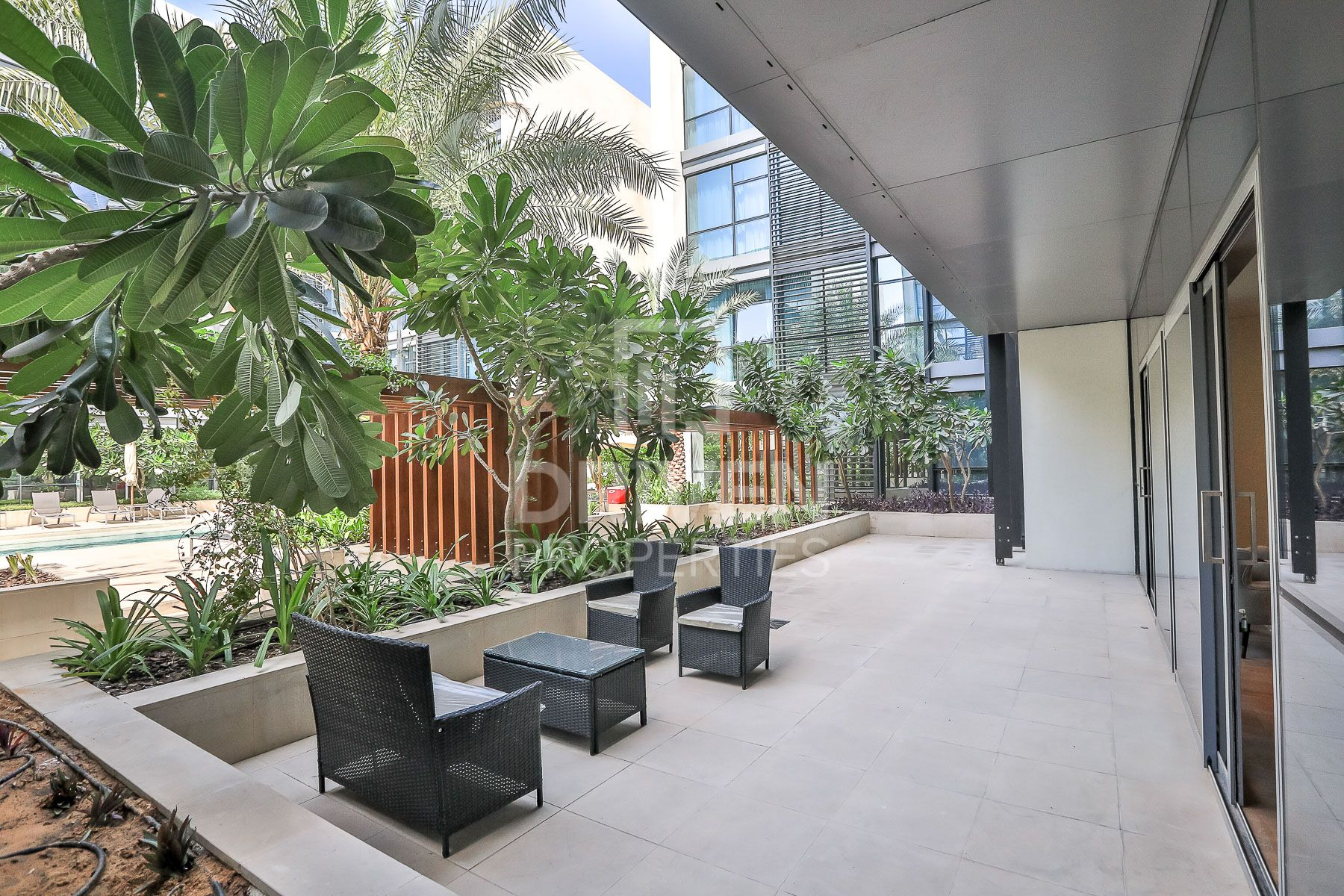 Homely Large 2 Bed+Maids | Prime Location