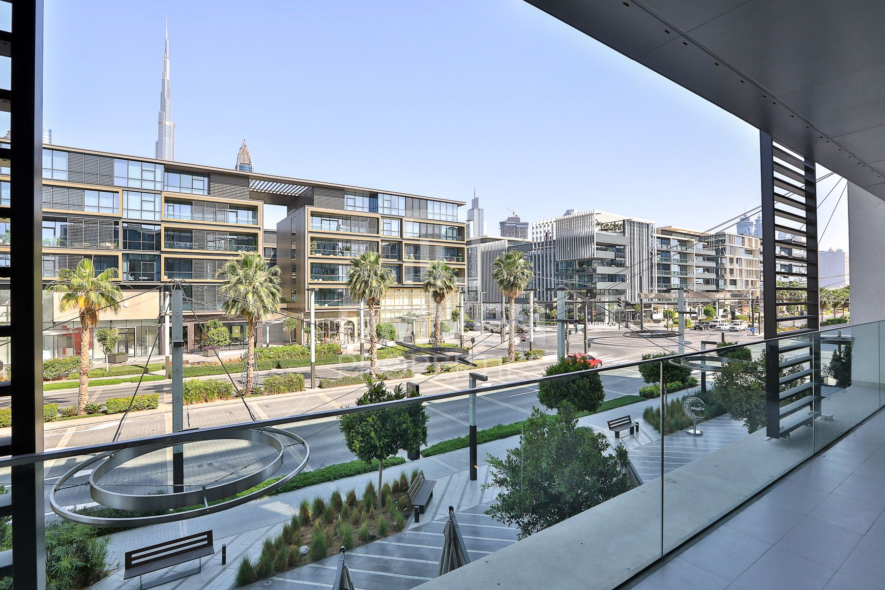Corner | Spacious | Bright | Boulevard View