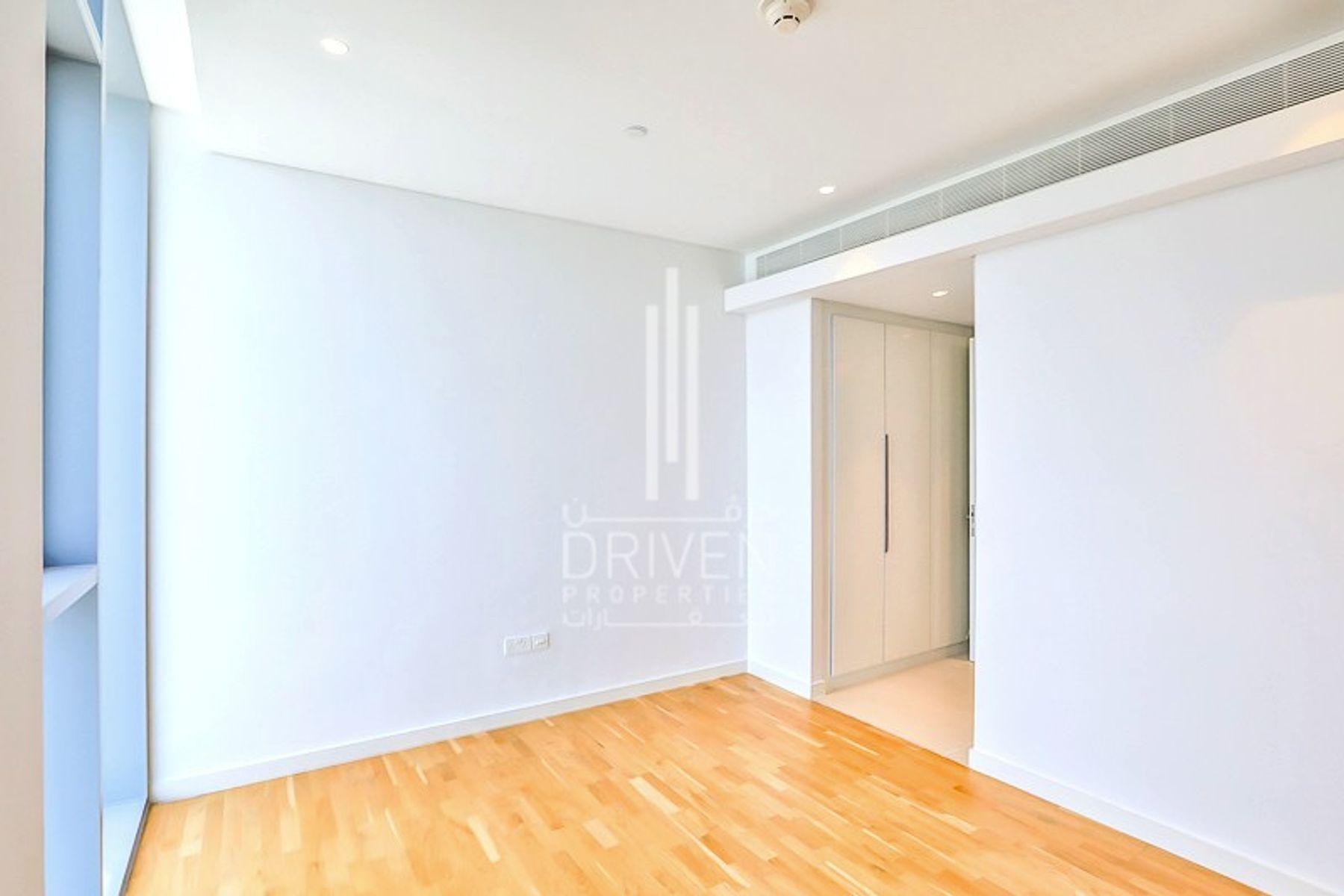 للبيع - شقة - 6 شقة بناية - بلوواترز
