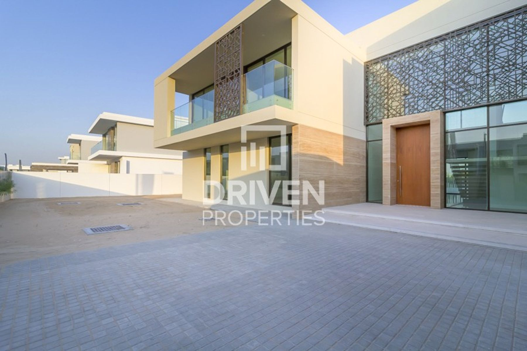 Vacant 6 Bed Villa with Golf Course View