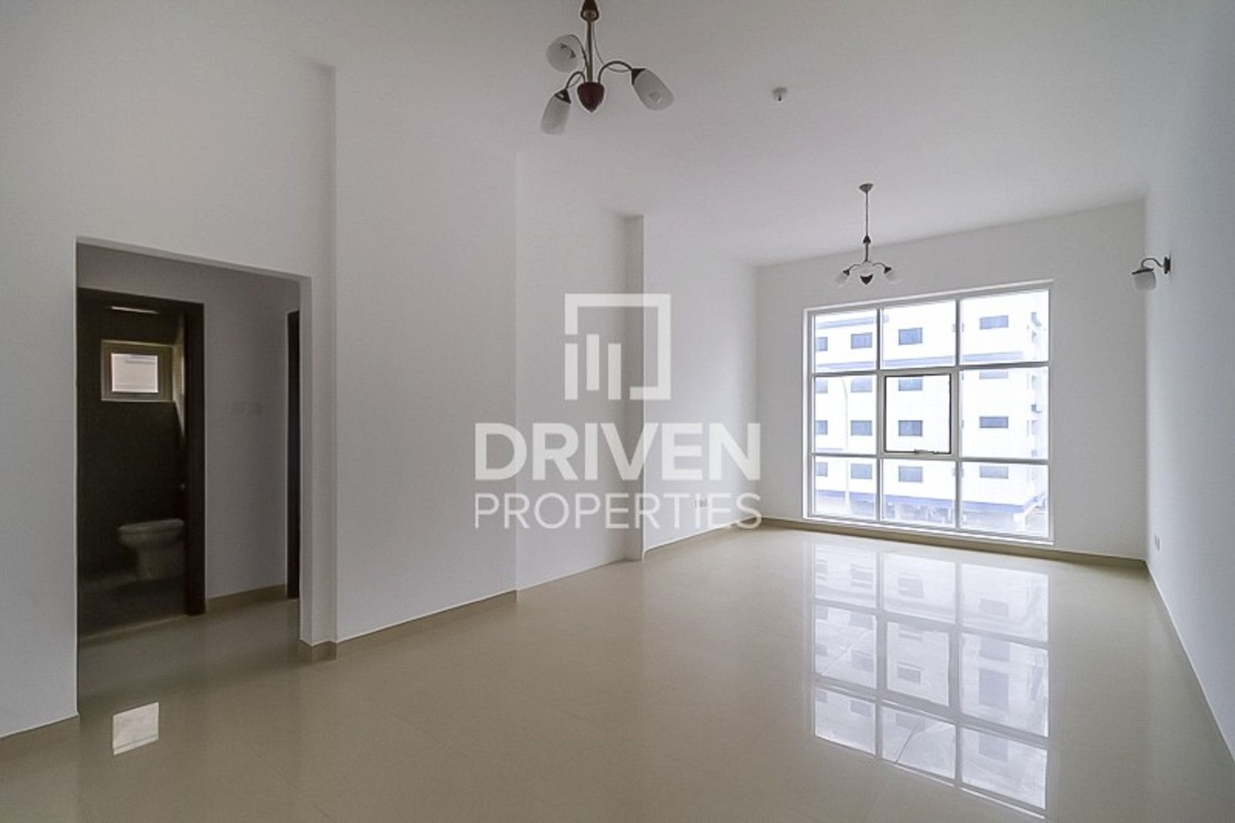 Great Location , Spacious and Bright Unit