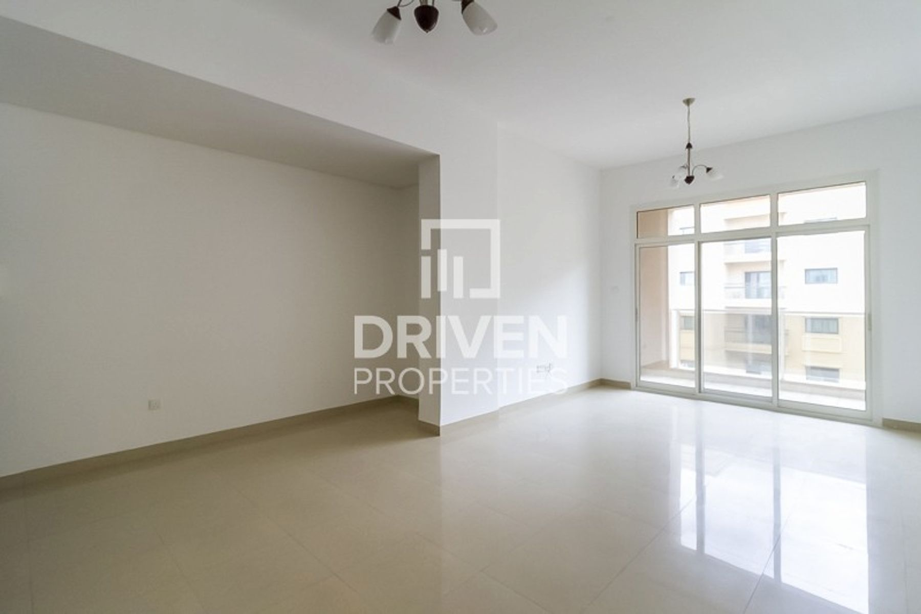 Amazing and Bright Unit in Great Location