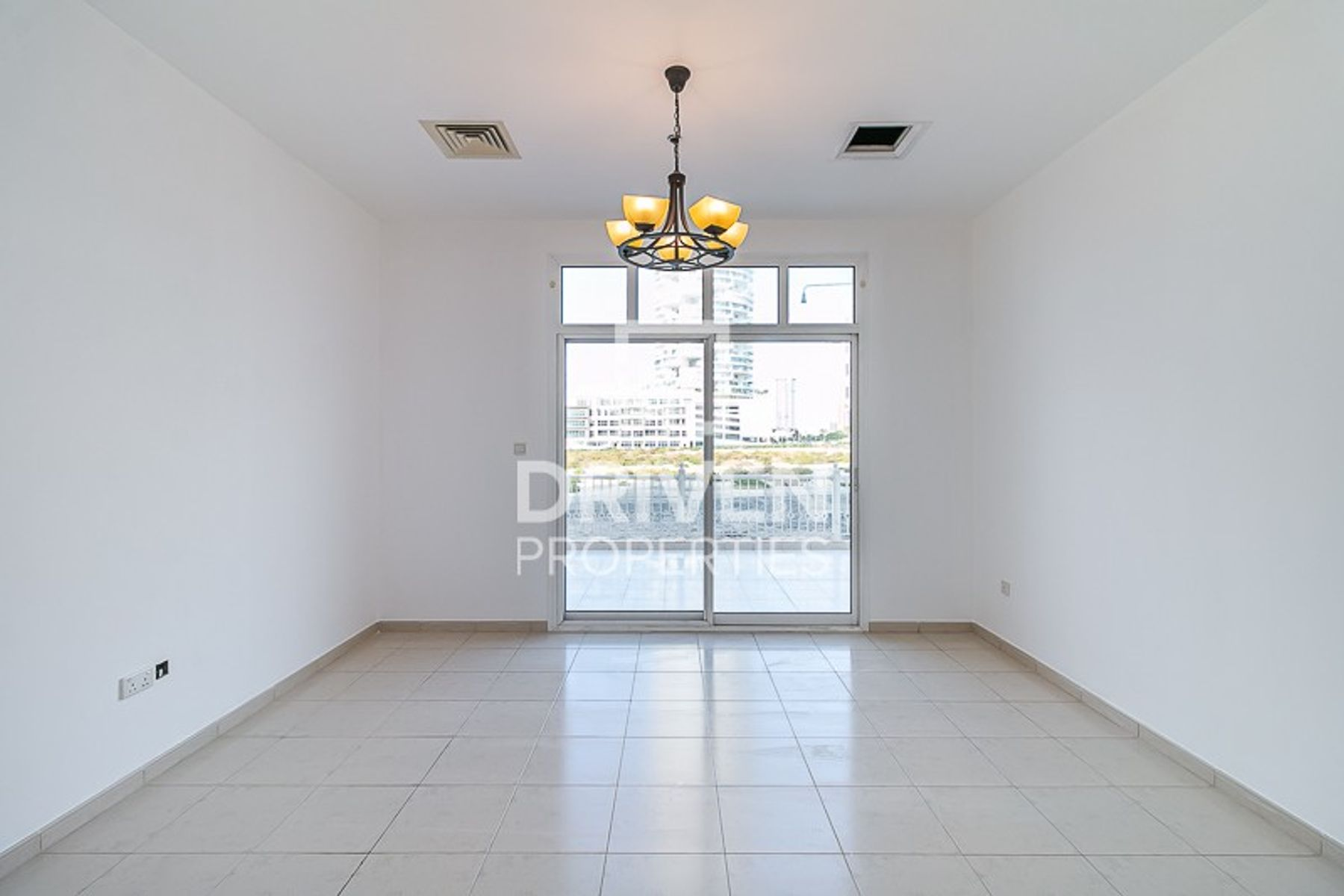 Spacious and Elegant 1 Bed Apartment in JVC