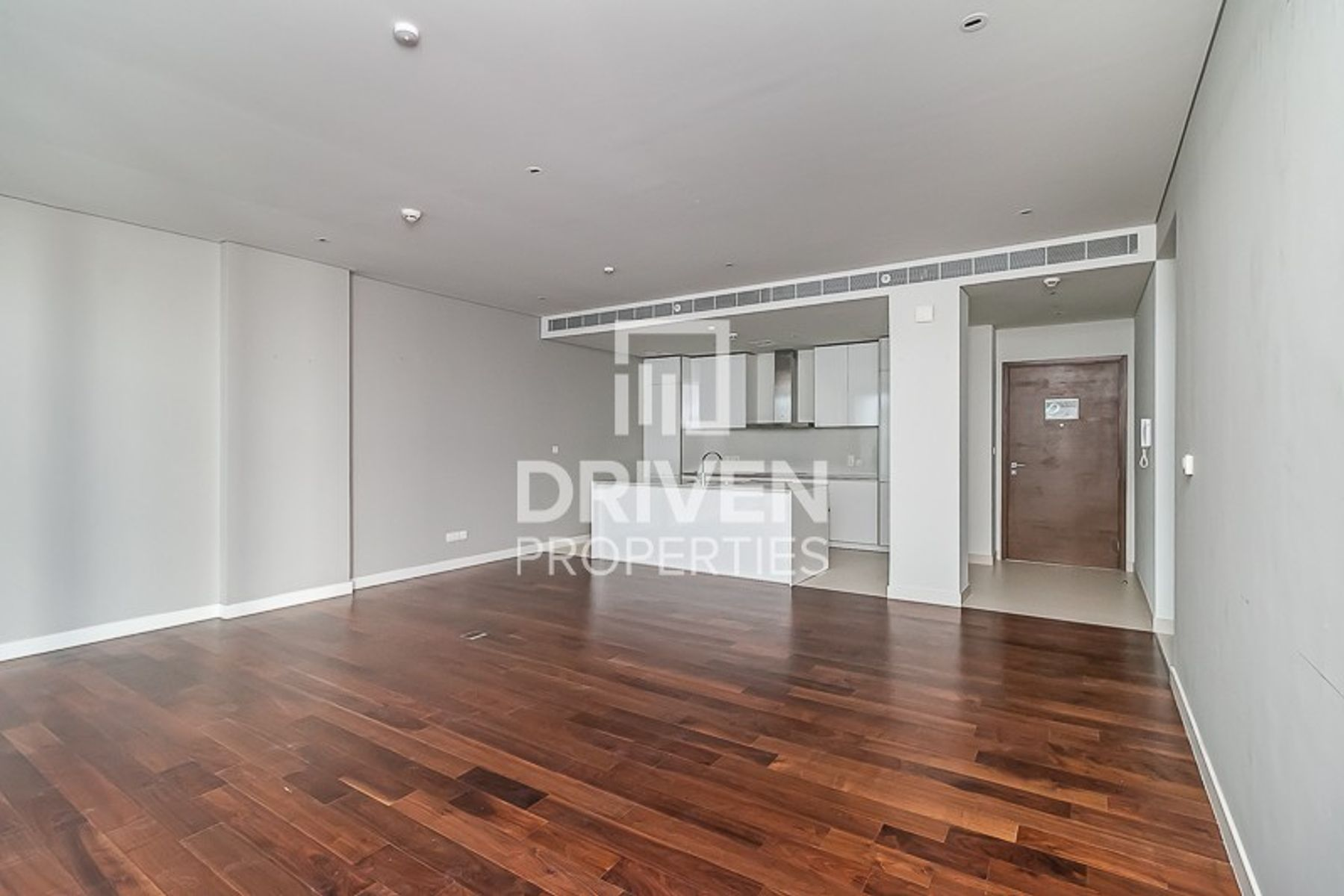 Boulevard view 1 Bed Apt | Ready to move