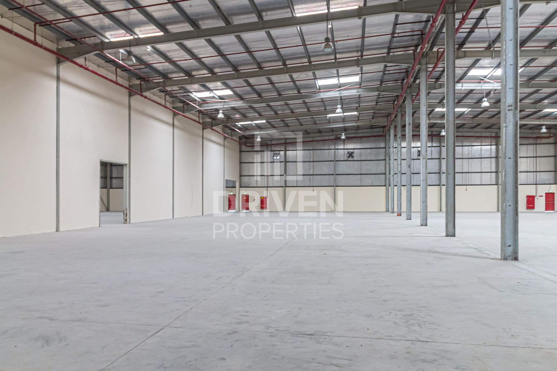 Well-managed Warehouse and Good Location
