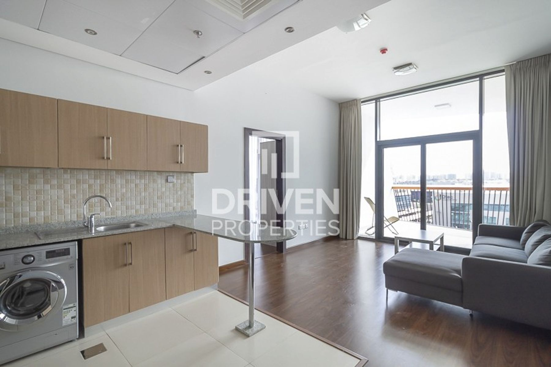 Modern and Stylish Unit with Excellent View