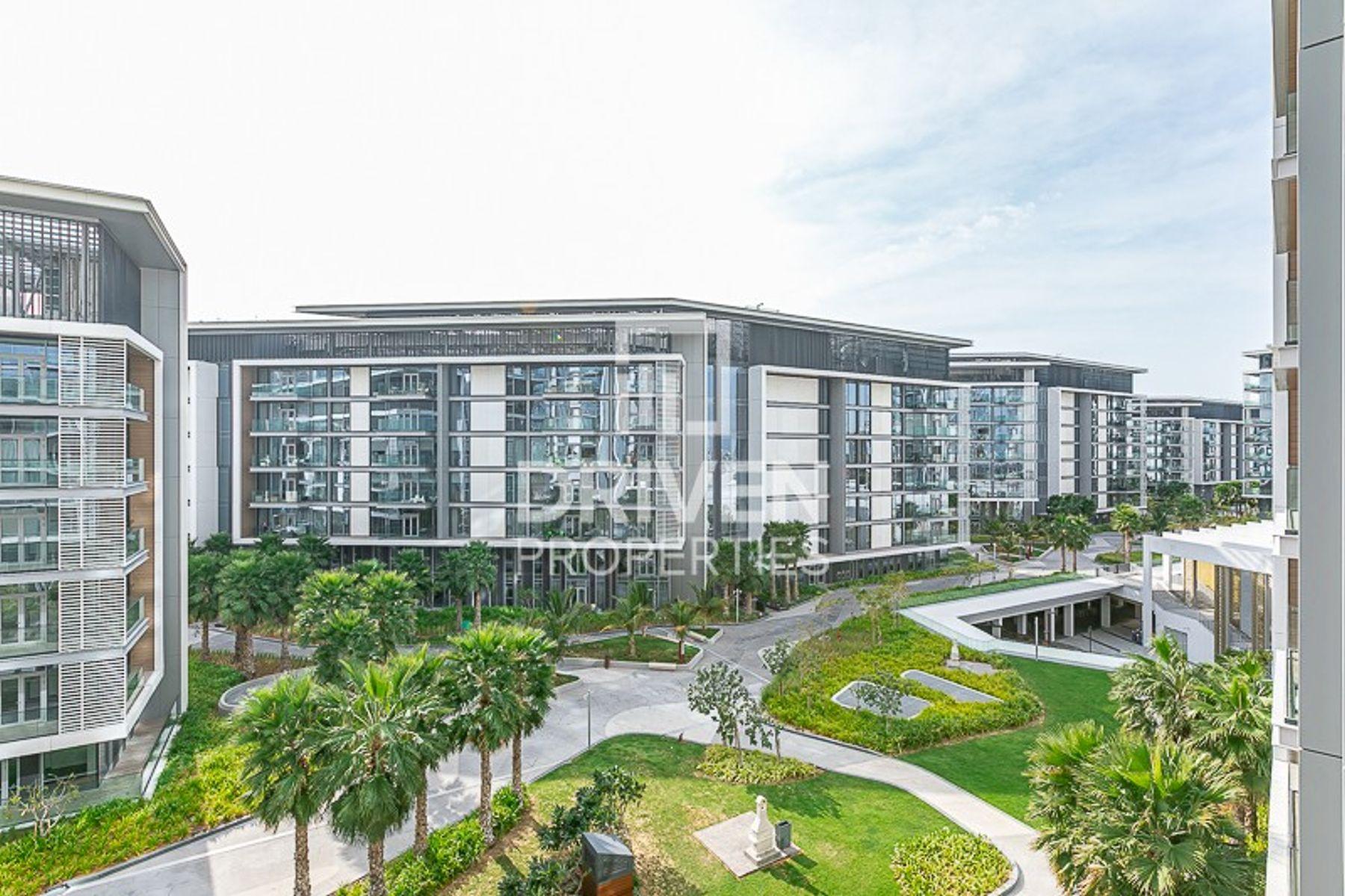 للبيع - شقة - Apartment Building 8 - بلوواترز