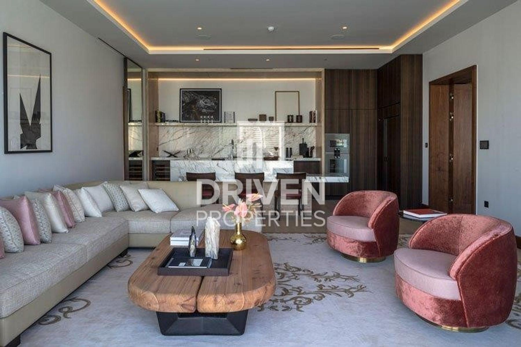 Luxurious 3 Bedroom Apt | Prime Location