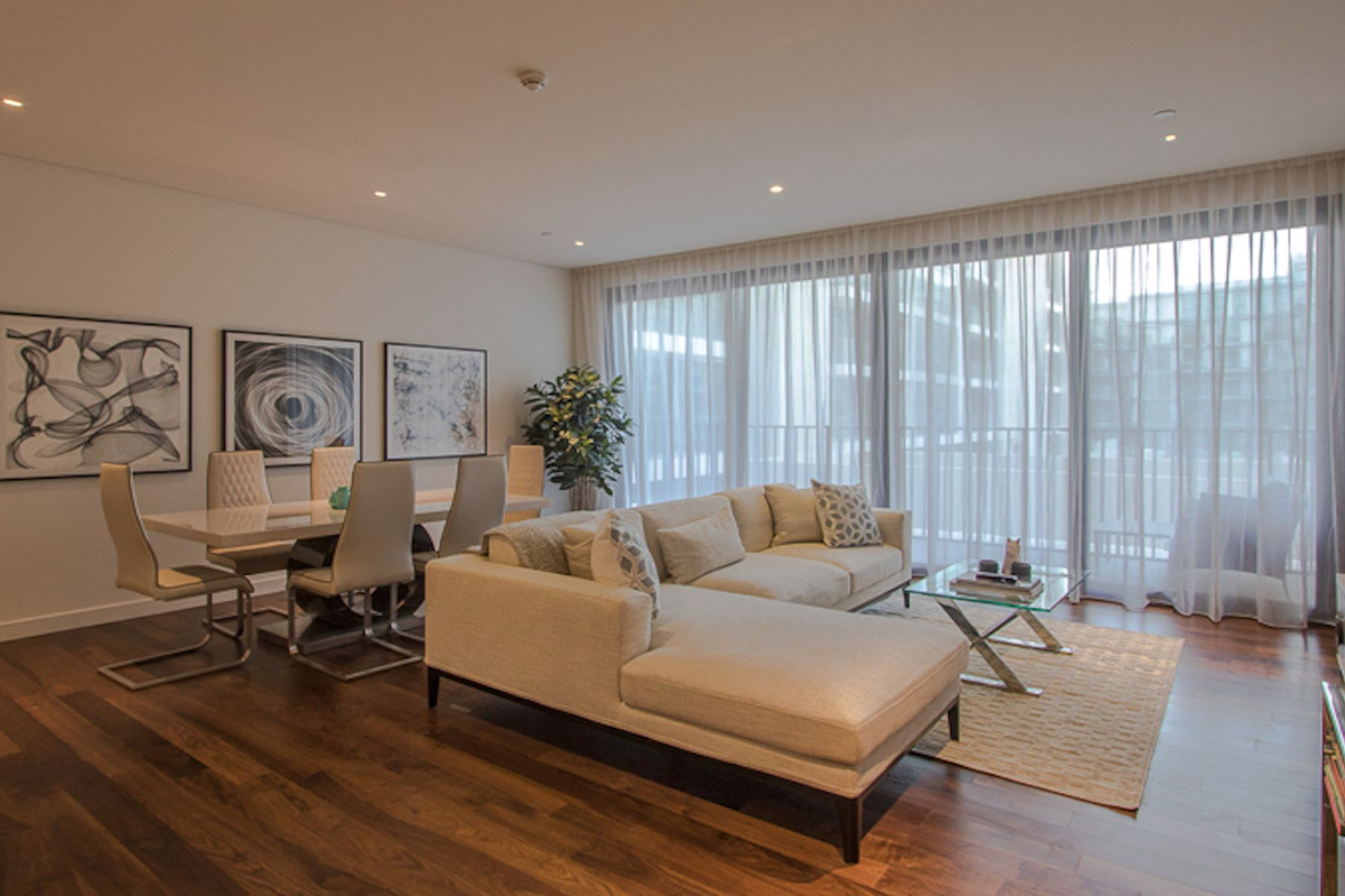 Fully Furnished, Elegant 2 Bed Apartment