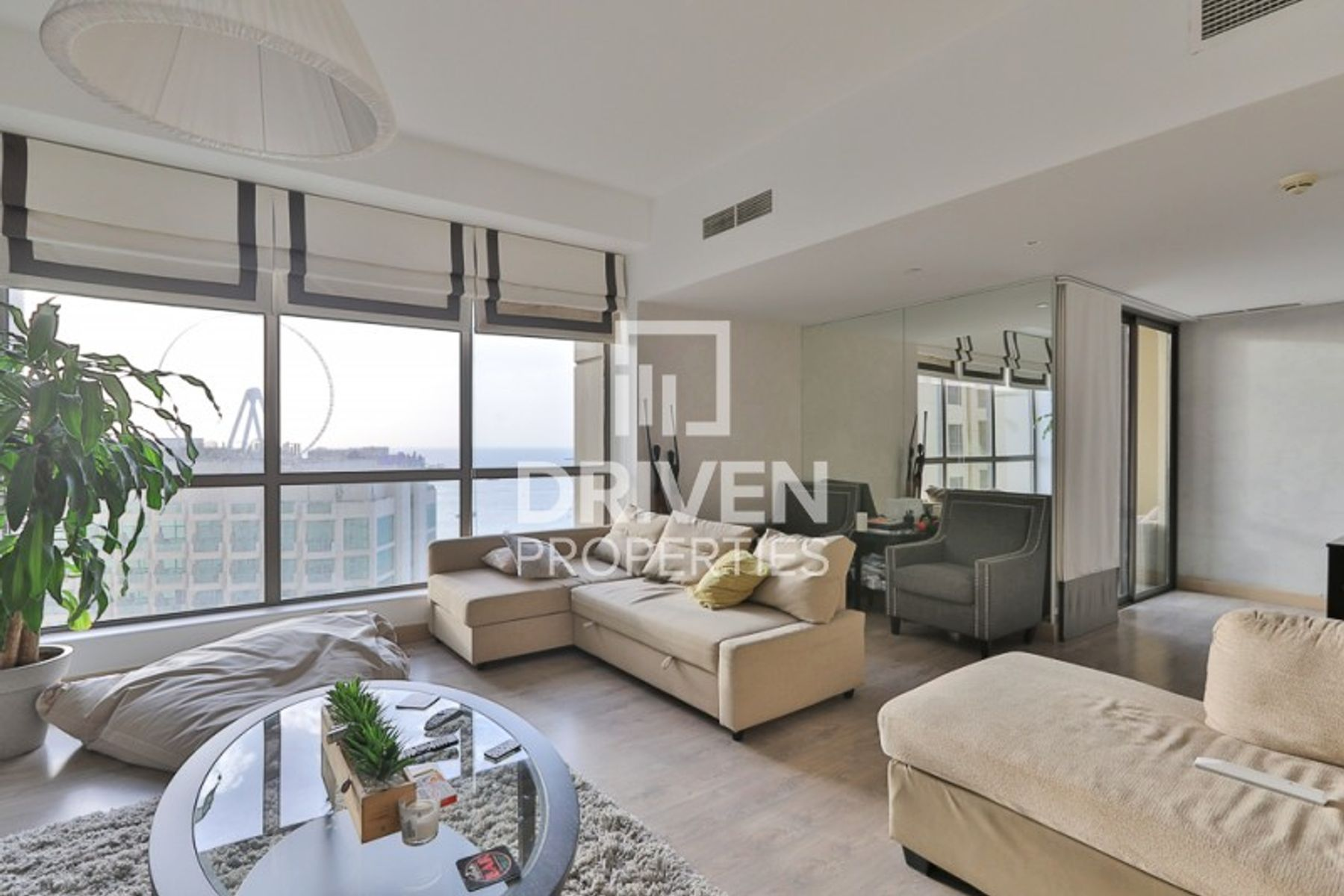 Vacant  2 Bedroom Apartment with Sea Views
