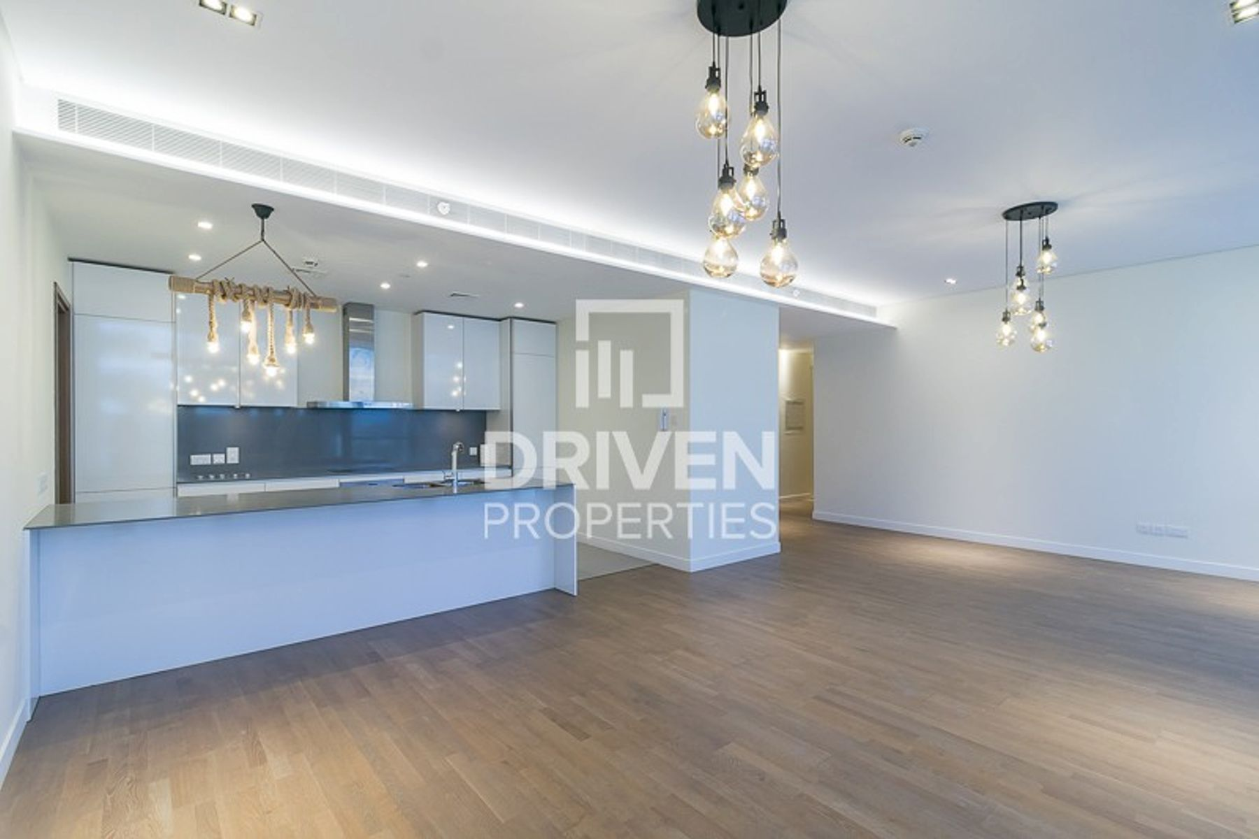 Huge Apt Plus Maid with Full Boulevard View