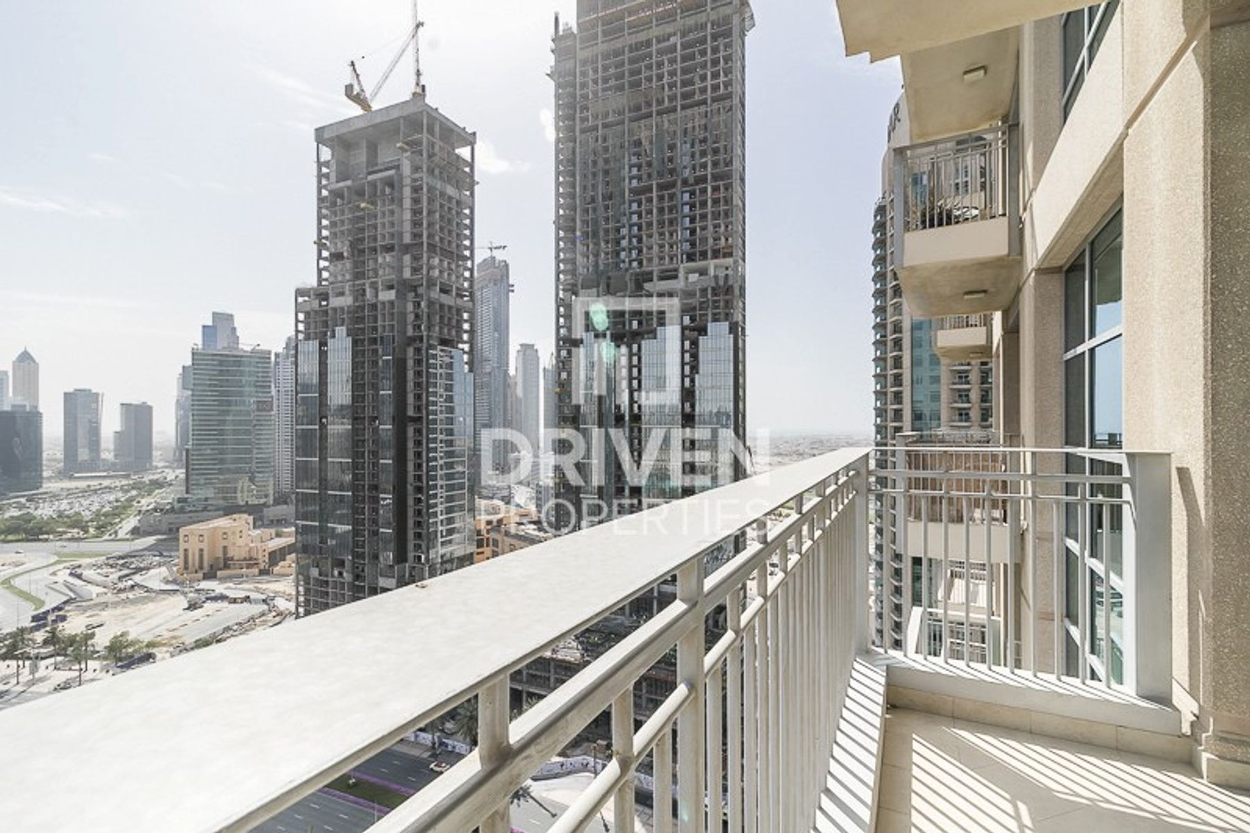 Furnished and Vacant Unit |Stunning View