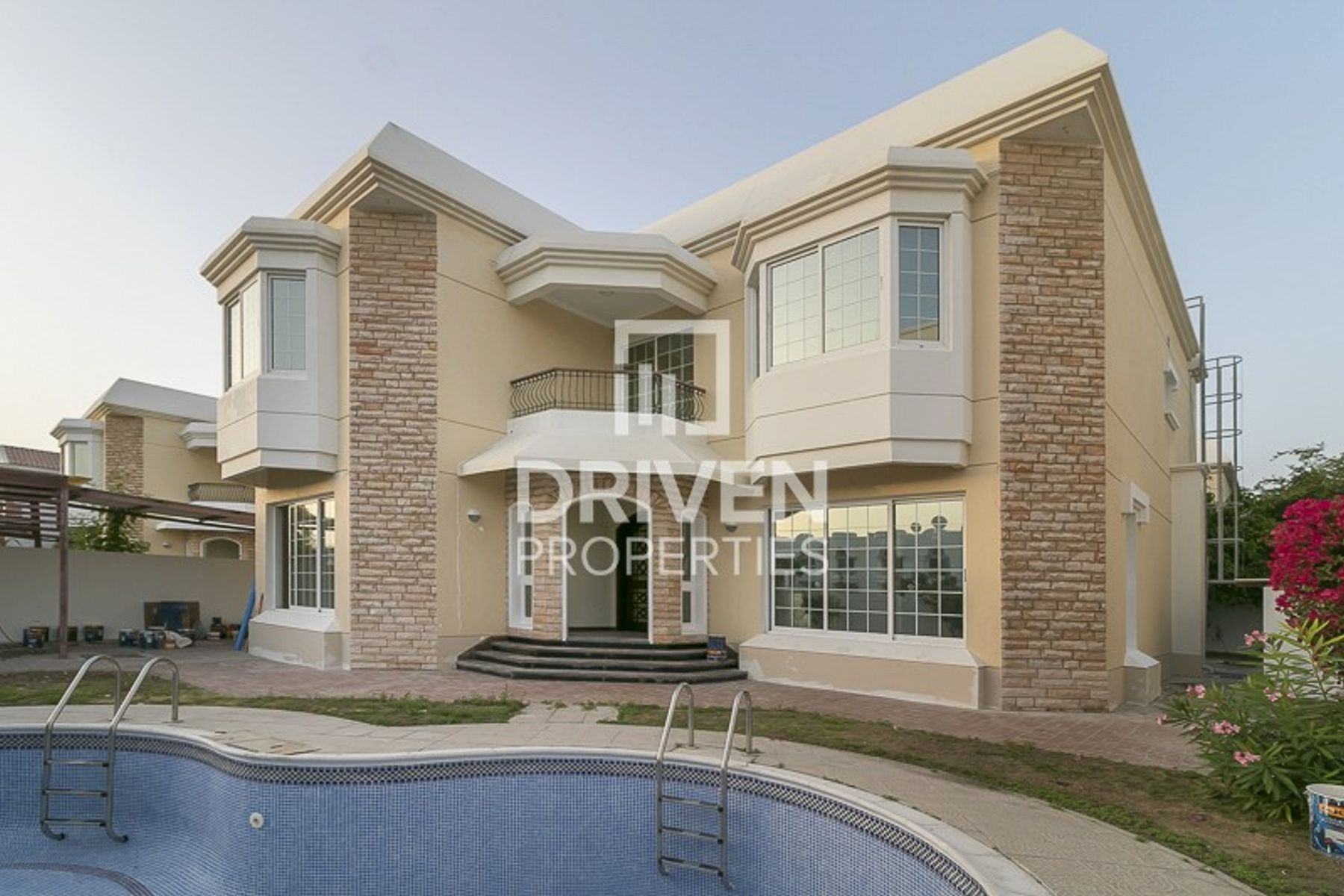Amazing 5 bedroom villa with Private Pool